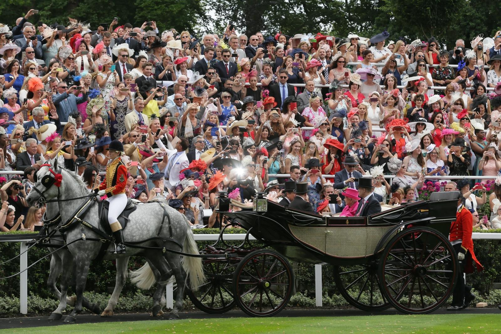 Przyjazd królowej Elżbiety II na Royal Ascot. Fot. EPA/Tim Ireland Dostawca: PAP/EPA.