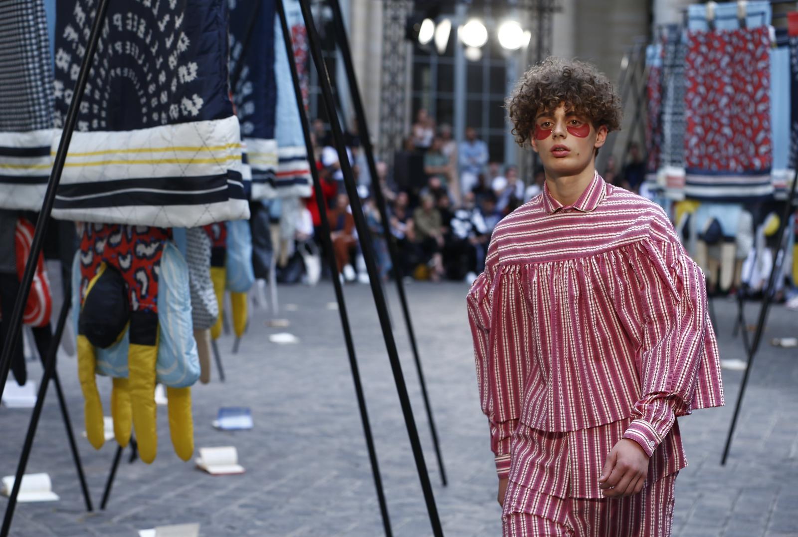 Paryż, Fashion Week. fot. EPA/IAN LANGSDON