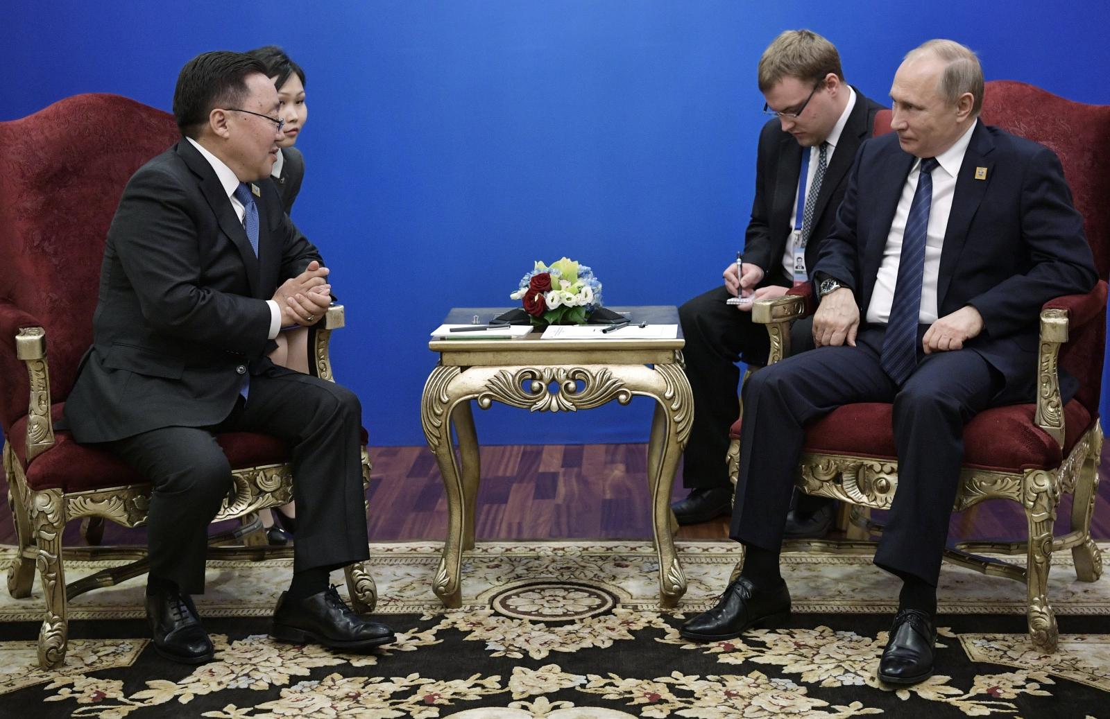 Spotkanie prezydentów Mongolii i Rosji, fot: PAP/EPA, Alexei Nikolsky