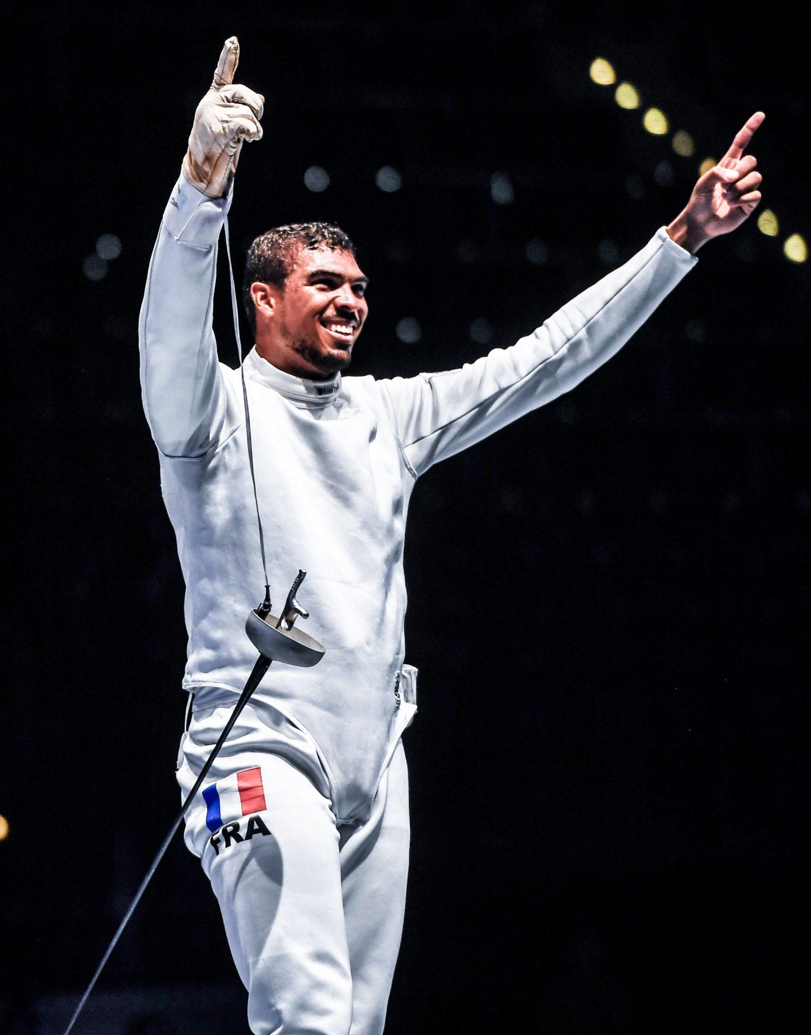 Francuz świętuje zwycięstwo w finale ze Szwajcarem, na Mistrzostwach Świata w Szermierce w Lipsku, fot: Filip Singer, PAP/EPA