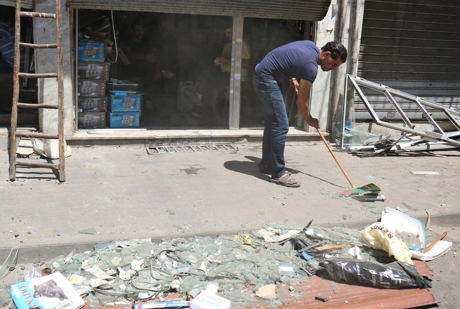 Sprzątanie Damaszku po serii dzisiejszych zamachów.