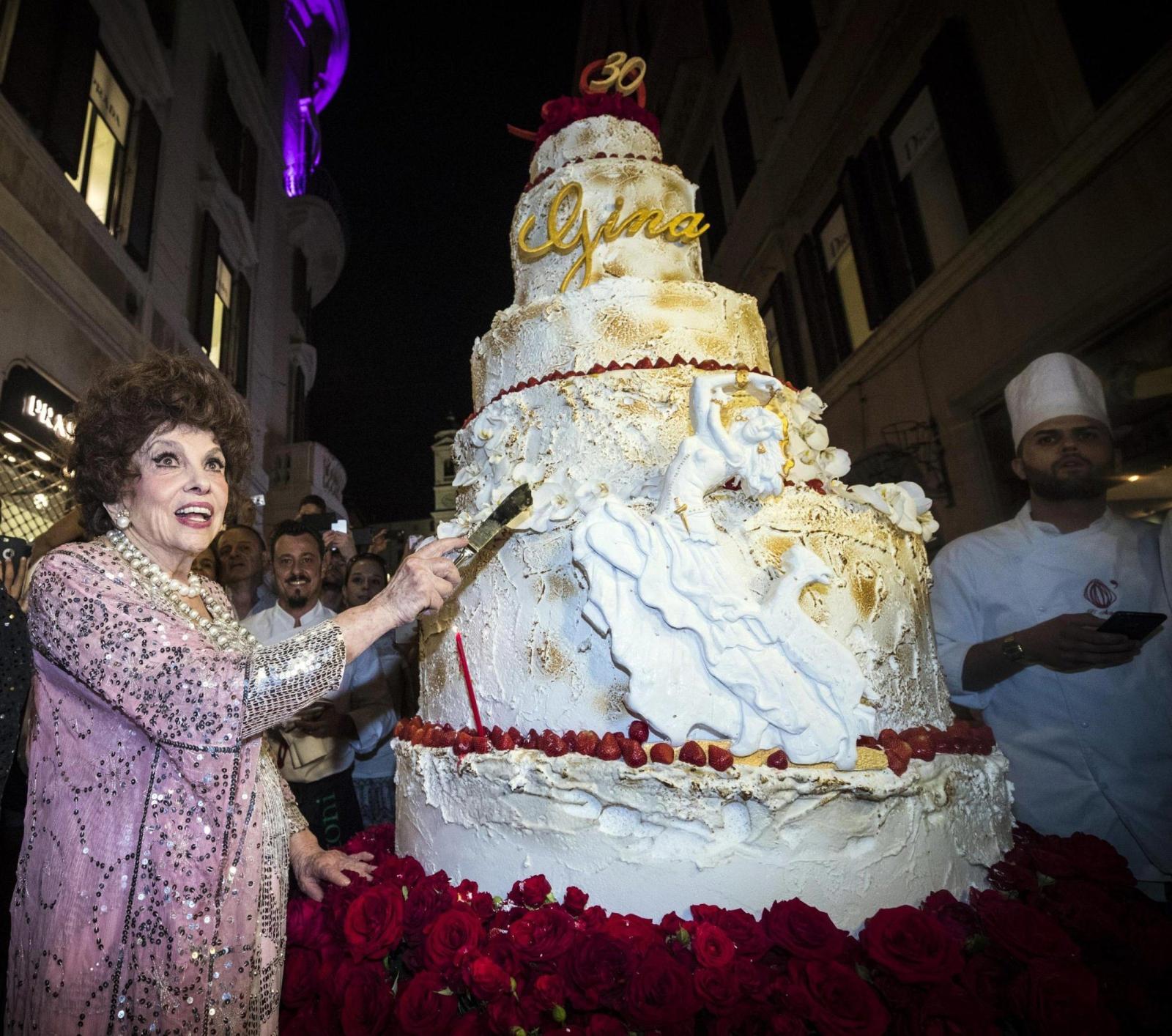 90. urodziny włoskiej aktorki Giny Lollobrigidy. Fot. EPA/ANGELO CARCONI Dostawca: PAP/EPA.