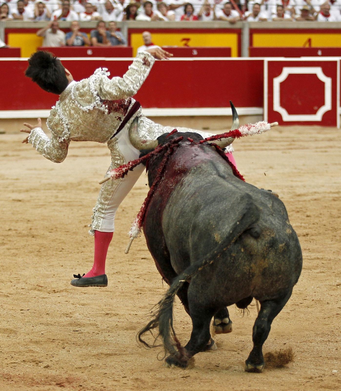 Hiszpański torreador Gonzalo Caballero nie poradził sobie z bykiem.