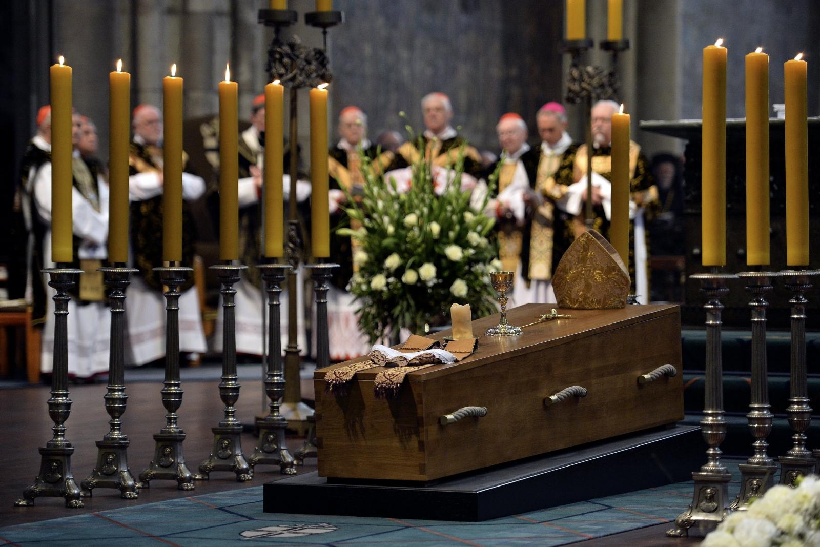 Pogrzeb Kardynała Joachima Meisnera w katedrze w Kolonii. Fot. PAP/EPA/SASCHA STEINBACH