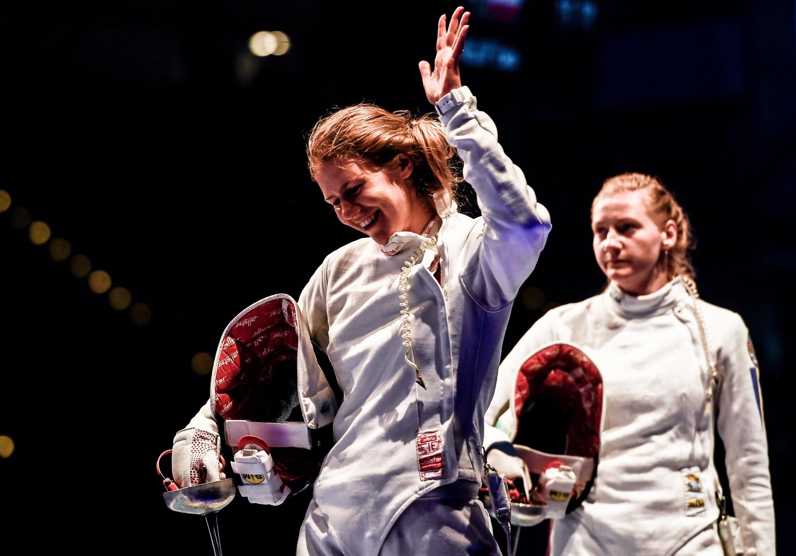 Polka Ewa Nelip świętuje wygraną z Ukrainką, Oleną Kryvystką na mistrzostwach w szermierce, Leipzig, Niemcy