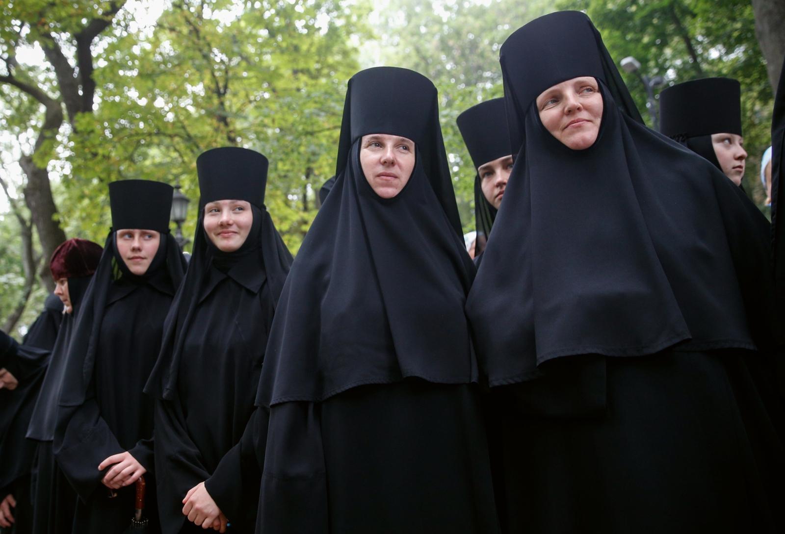 Prawosławne zakonnice modlą się w Kijowie w rocznicę chrystianizacji Rusi Kijowskiej