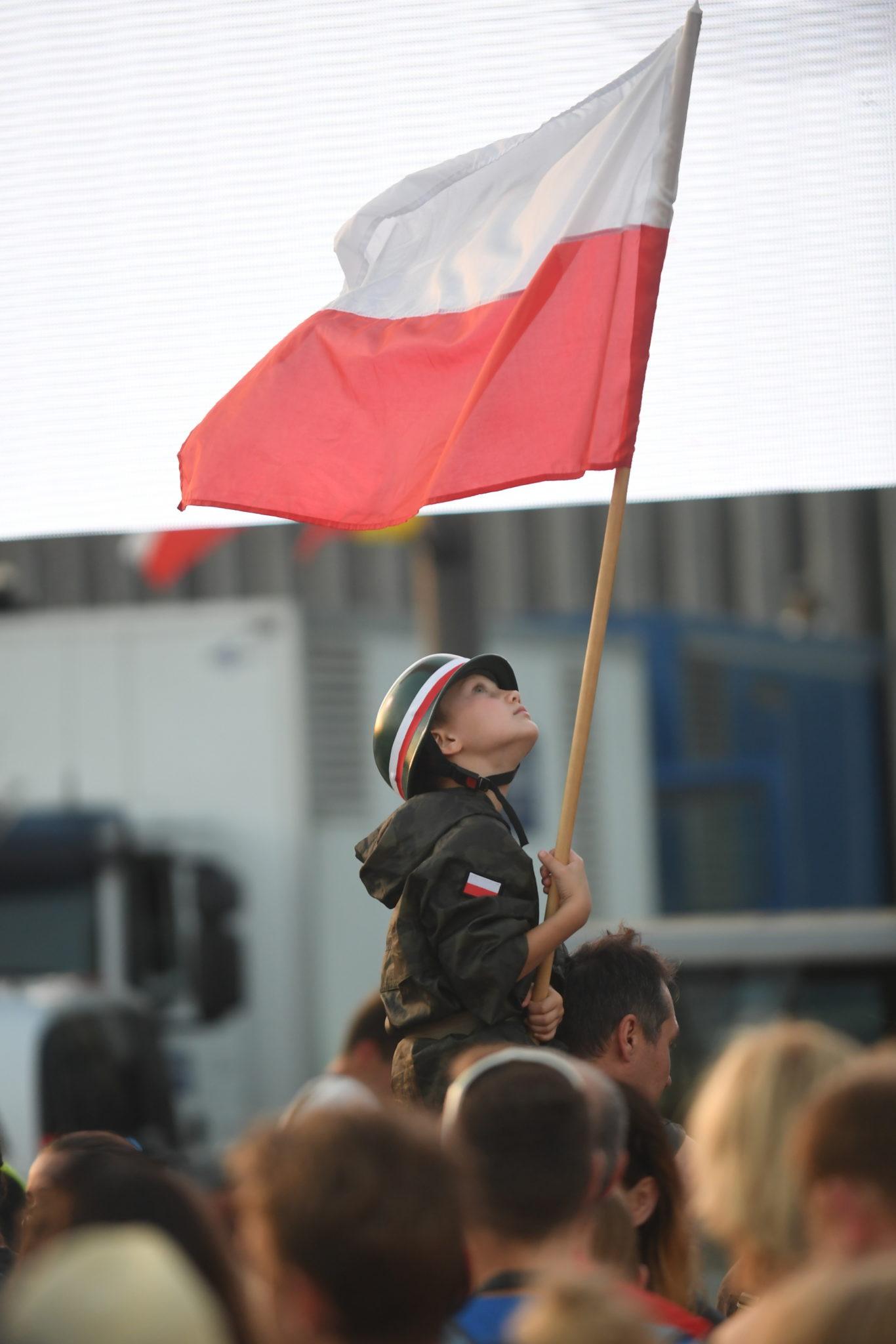 Warszawa, wspólne śpiewanie pieśni powstańczych na Placu Piłsudskiego,  PAP/Bartłomiej Zborowski