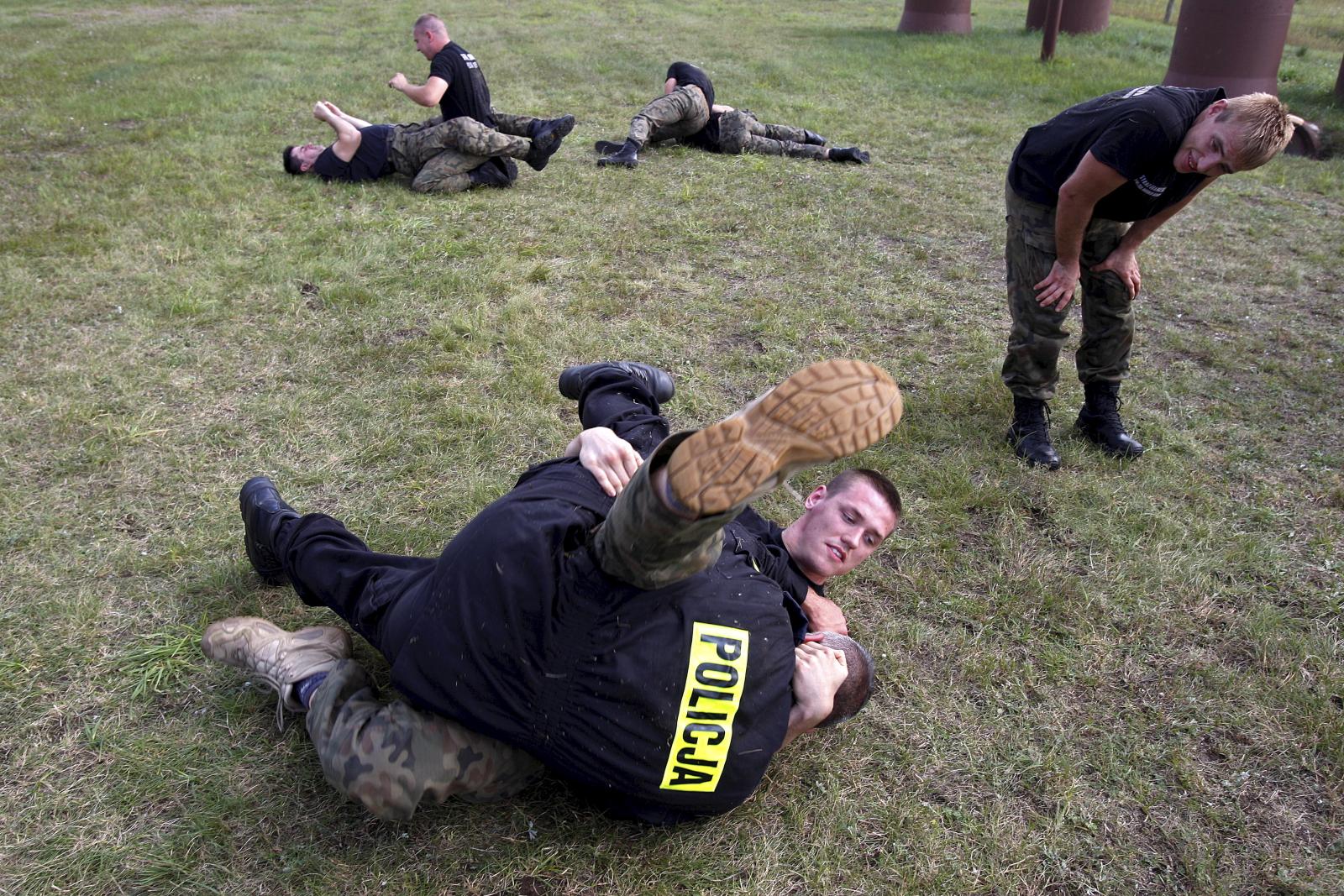 Czerwony Bór. Ćwiczenia różnych formacji mundurowych, PAP/Artur Reszko