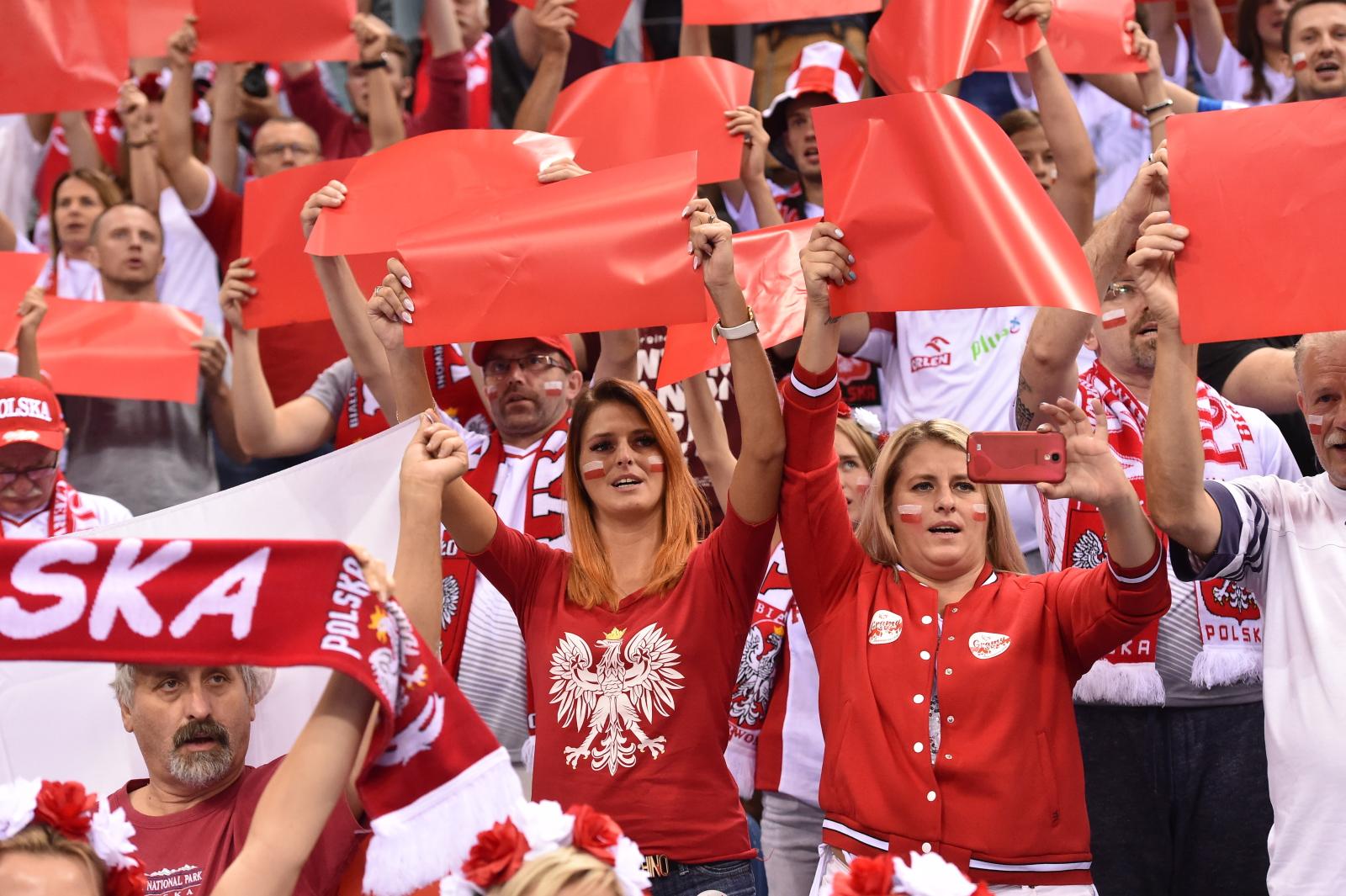 Kibice reprezentacji Polski podczas meczu siatkówki w Krakowie
