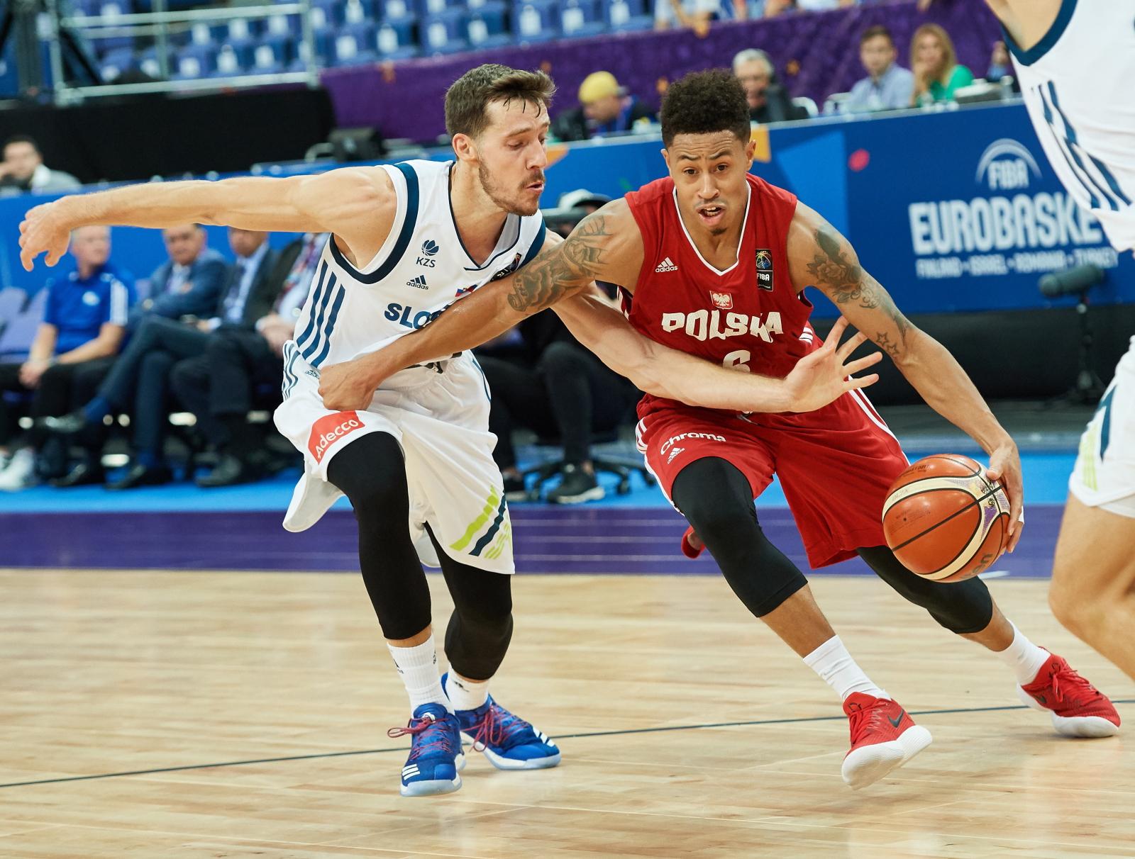 Finlandia Zawodnik reprezentacji Polski i Słowenii podczas pierwszego meczu grupy A Eurobasketu koszykarzy PAP/Adam Warżawa