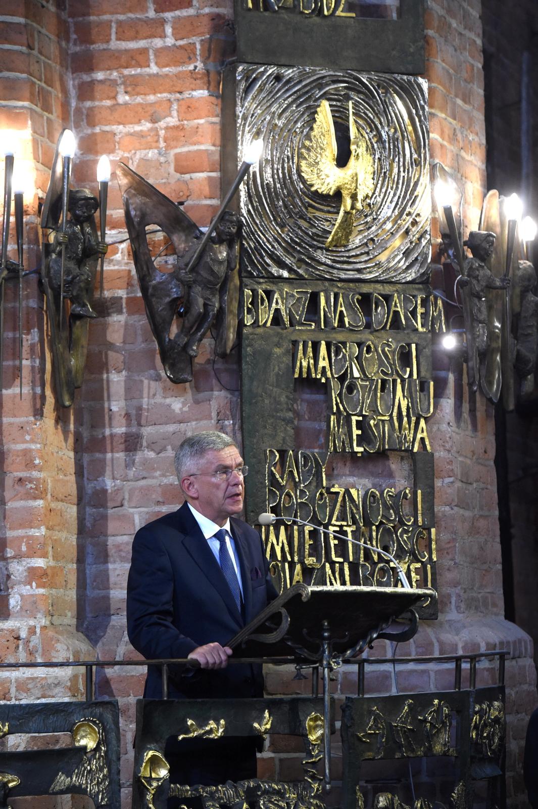 Gdańsk, Marszałek Senatu Stanisław Karczewski podczas uroczystej mszy z okazji obchodów 37. rocznicy Sierpnia '80 i powstania NSZZ