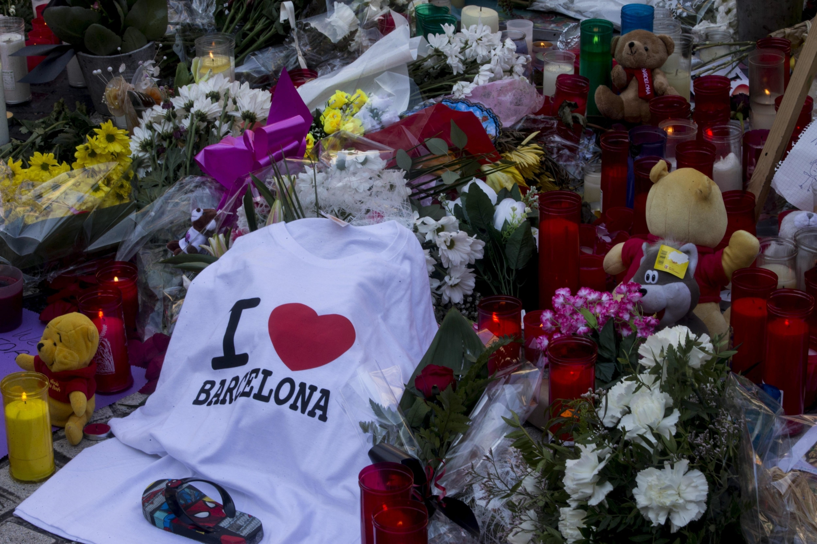 Hiszpania, żałoba w Barcelonie po zamachach EPA/QUIQUE GARCIA