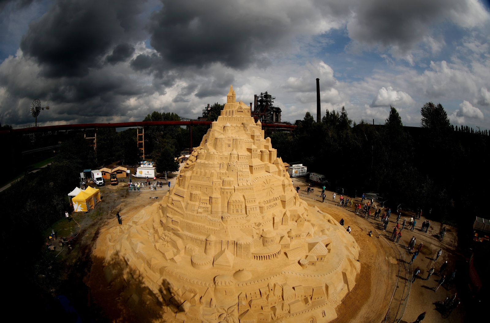 Berlin. Bicie rekordu w największym zamku z piasku EPA/FRIEDEMANN VOGEL