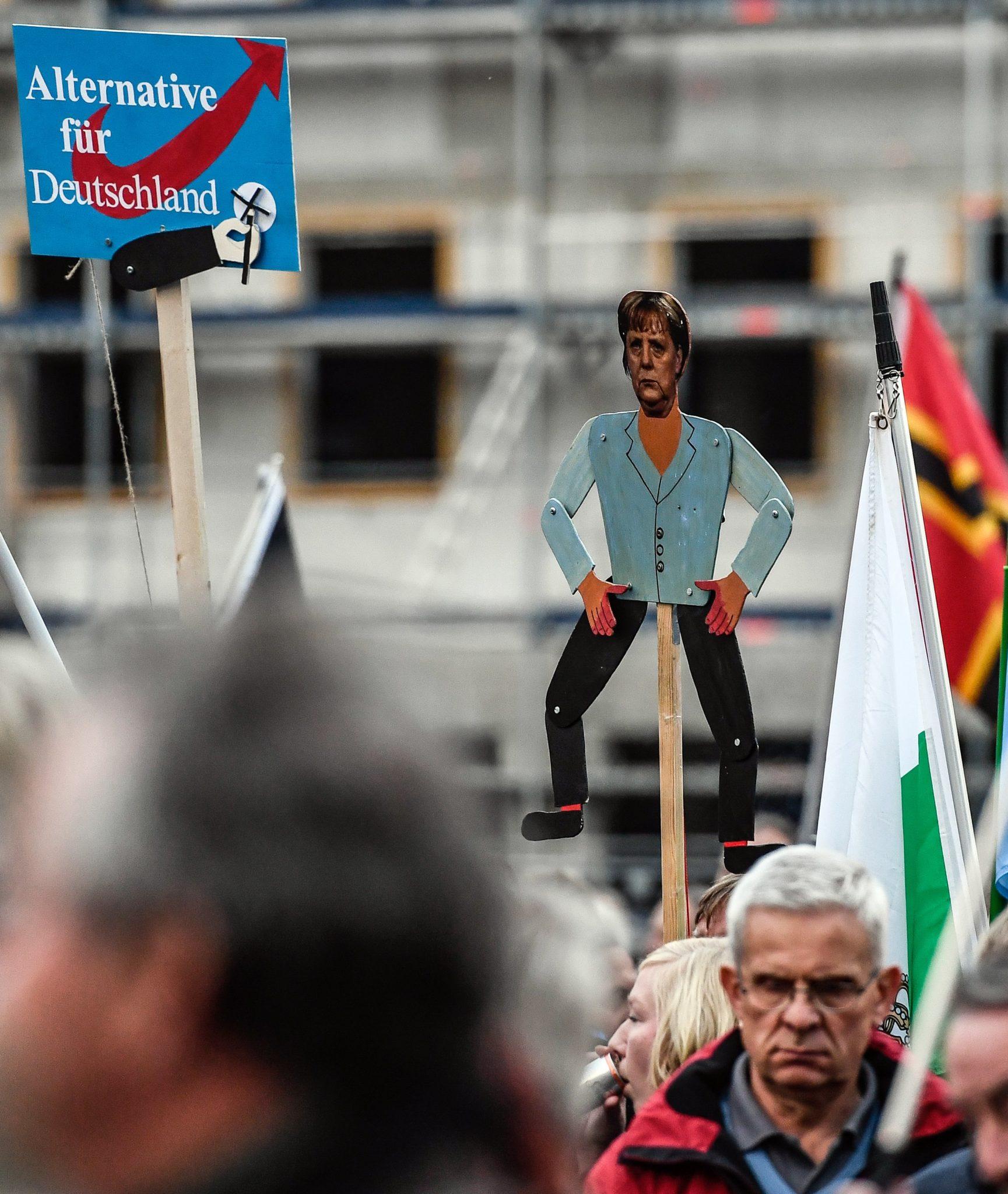 Drezno. Demonstracja Pegidy i Alternatywy dla Niemiec, w niedzielę w Niemczech wybory parlamentarne, fot: Filip Singer, PAP/EPA