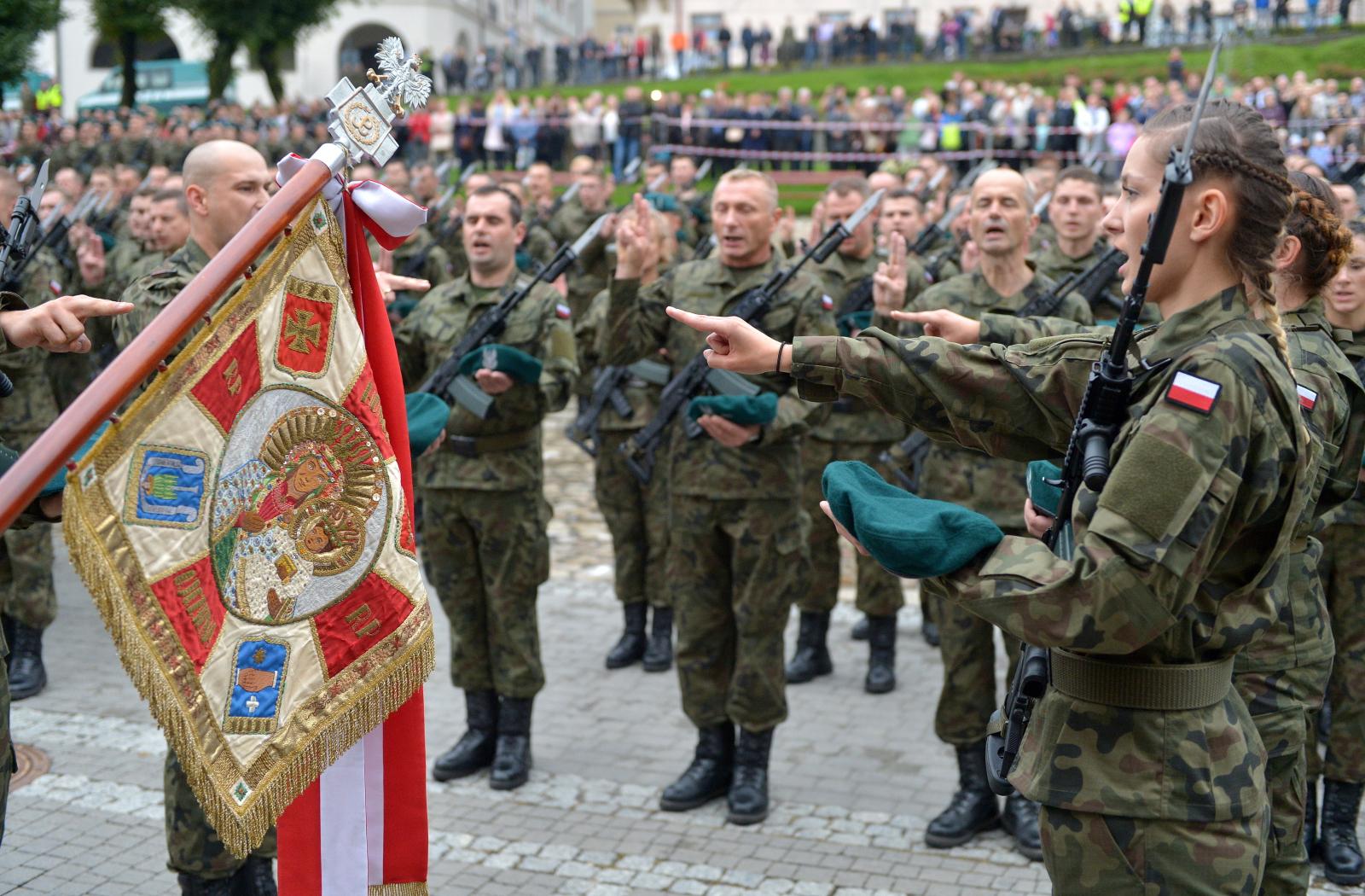 Ślubowanie żołnierzy na ulicach Przemyśla, Polska