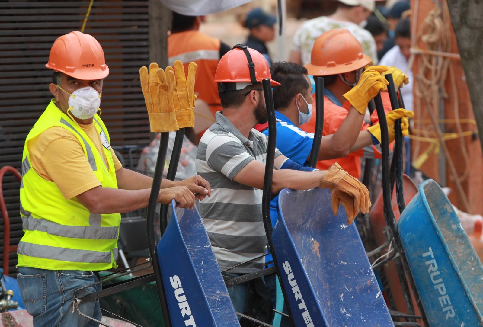 Sprzątanie po trzęsieniu ziemi w Meksyku