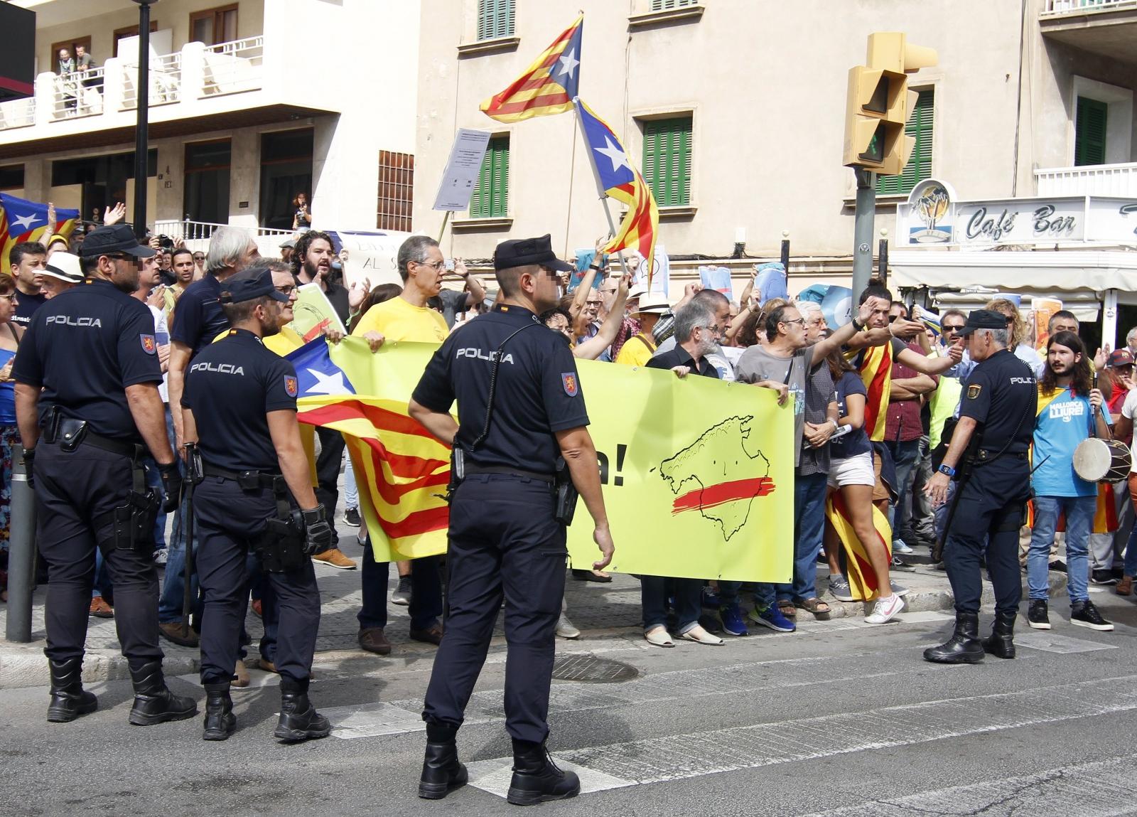 Protesty w Hiszpanii EPA/CLARA MARGAIS