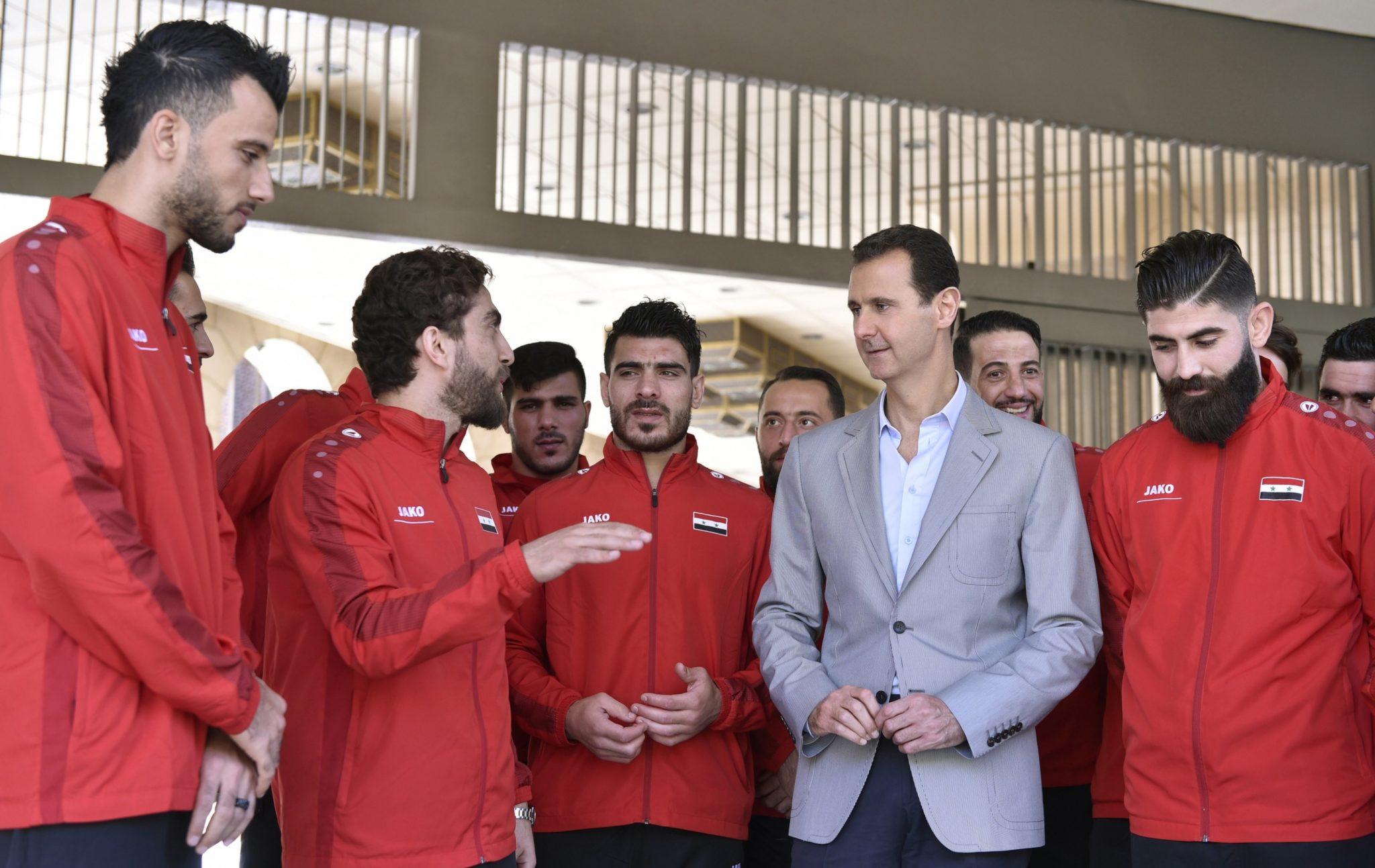 Prezydent Syrii Bashar al-Assad gratuluje narodowej drużynie dobrych wyników w kwalifikacjach do Mistrzostw Świata w Piłce Nożnej w 2018 roku, PAP/EPA