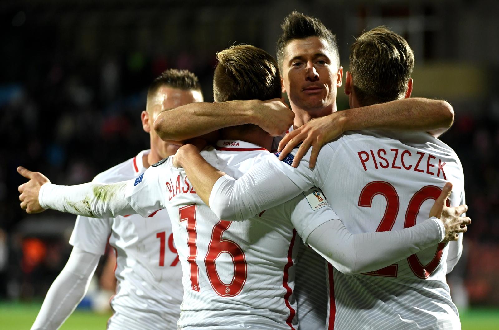 Piłkarze reprezentacji Polski cieszą się z gola podczas meczu grupy E eliminacji mistrzostw świata z Armenią.