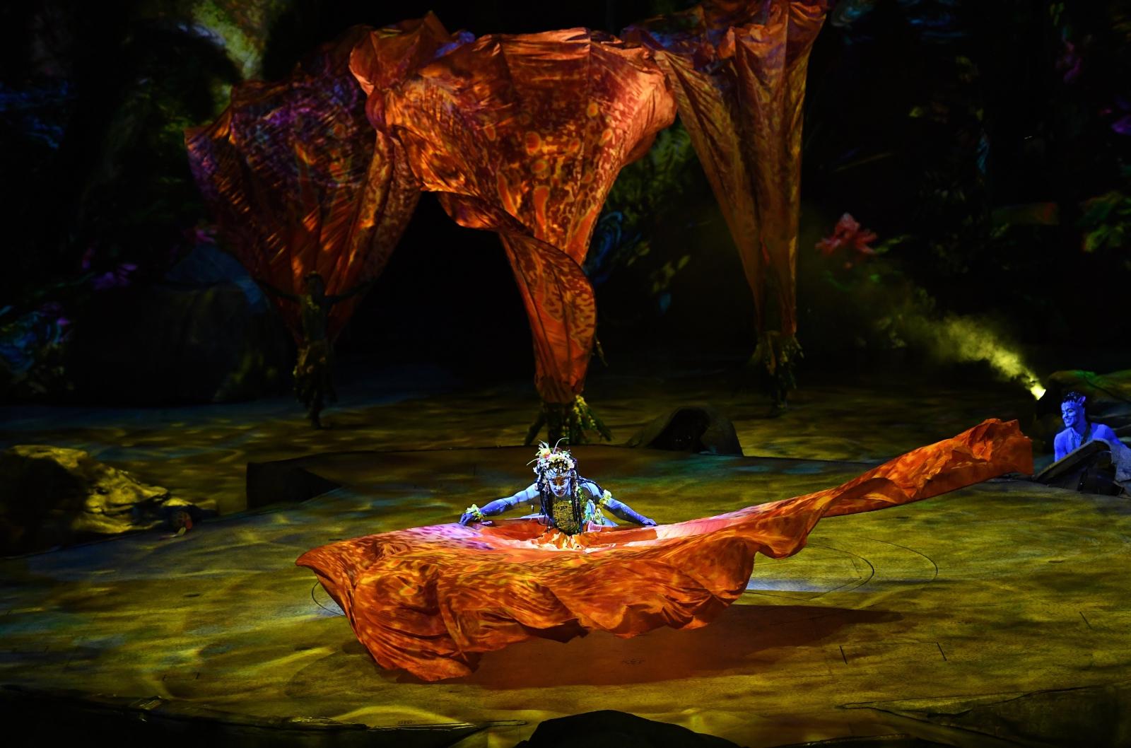 Artyści z Cirque du Soleil w czasie nowego przedstawienia w Brisbane, Australia.