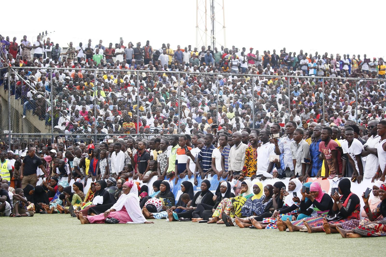 Muzułmanie modlą się na stadionie w Monrovie, Liberia.