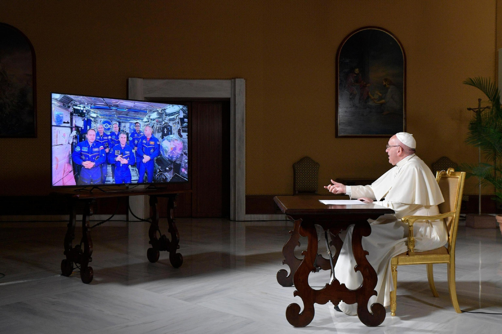 Papież w dzisiejszej rozmowie z astronautami przebywającymi na Międzynarodowej Stacji Kosmicznej, Watykan