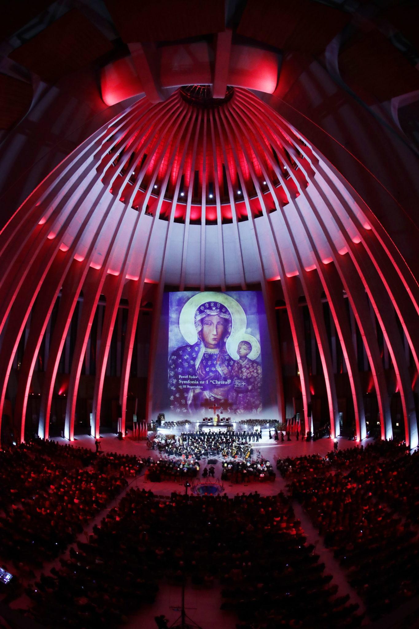 Koncert Galowy w warszawskiej Świątyni Opatrzności Bożej, wykonana została msza F-dur autorstwa Józefa Michała Ksawerego Poniatowskiego, fot: PAP/Tomasz Gzell