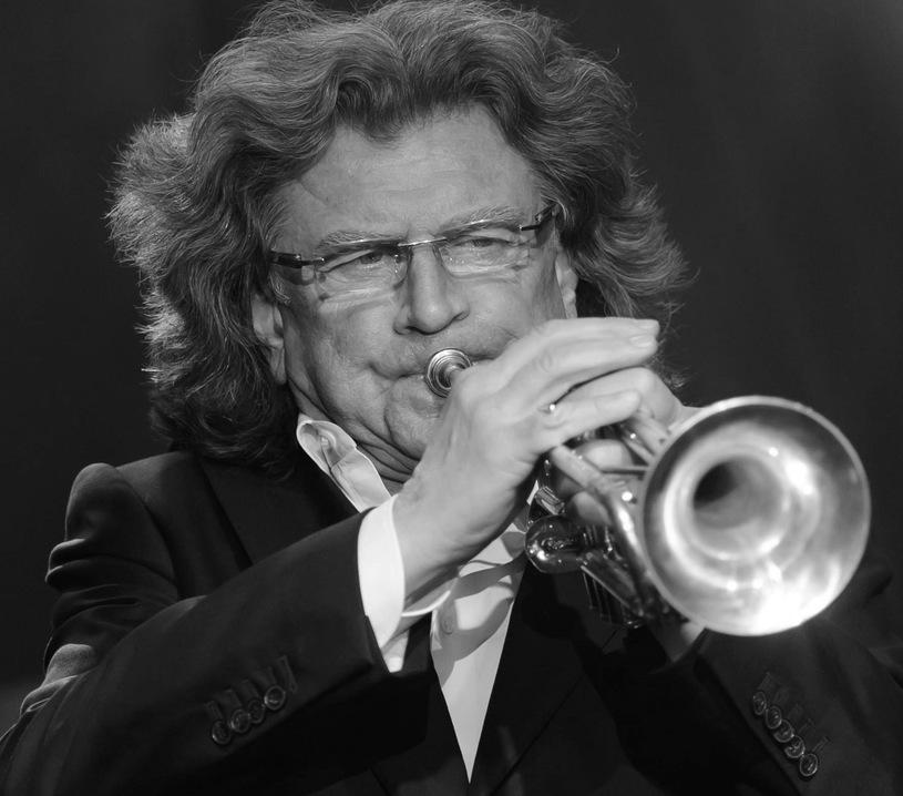 22.05. - Zbigniew Wodecki - jeden z najpopularniejszych polskich piosenkarzy, skrzypek, trębacz i kompozytor. Znany z takich przebojów jak: