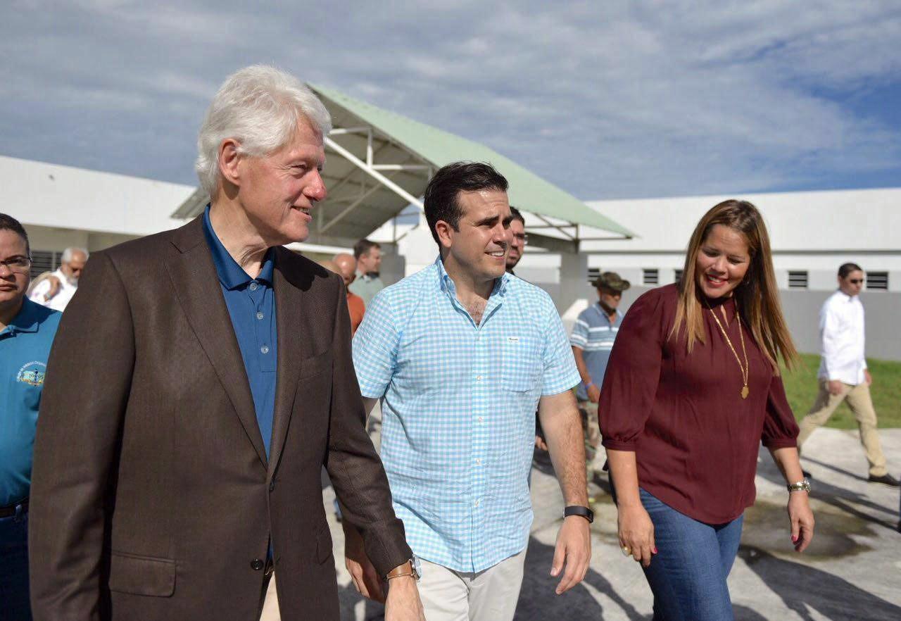 Bill Clinton odwiedza Puerto Rico po huraganie