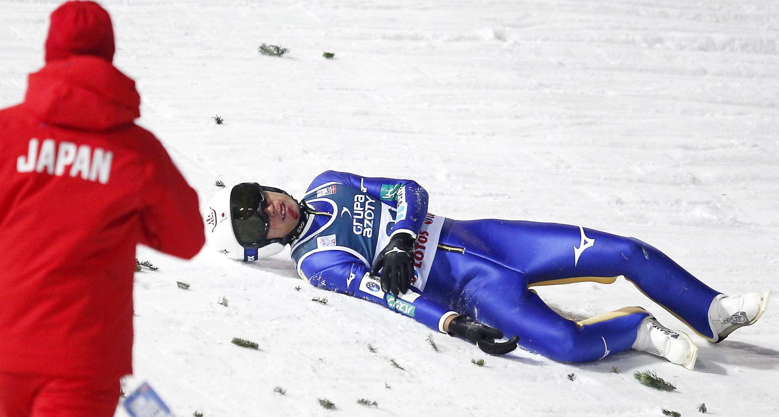 Upadek Japończyka Daiki Ito w serii finałowej konkursu indywidualnego Pucharu Świata w skokach narciarskich na skoczni im. Adama Małysza w Wiśle.