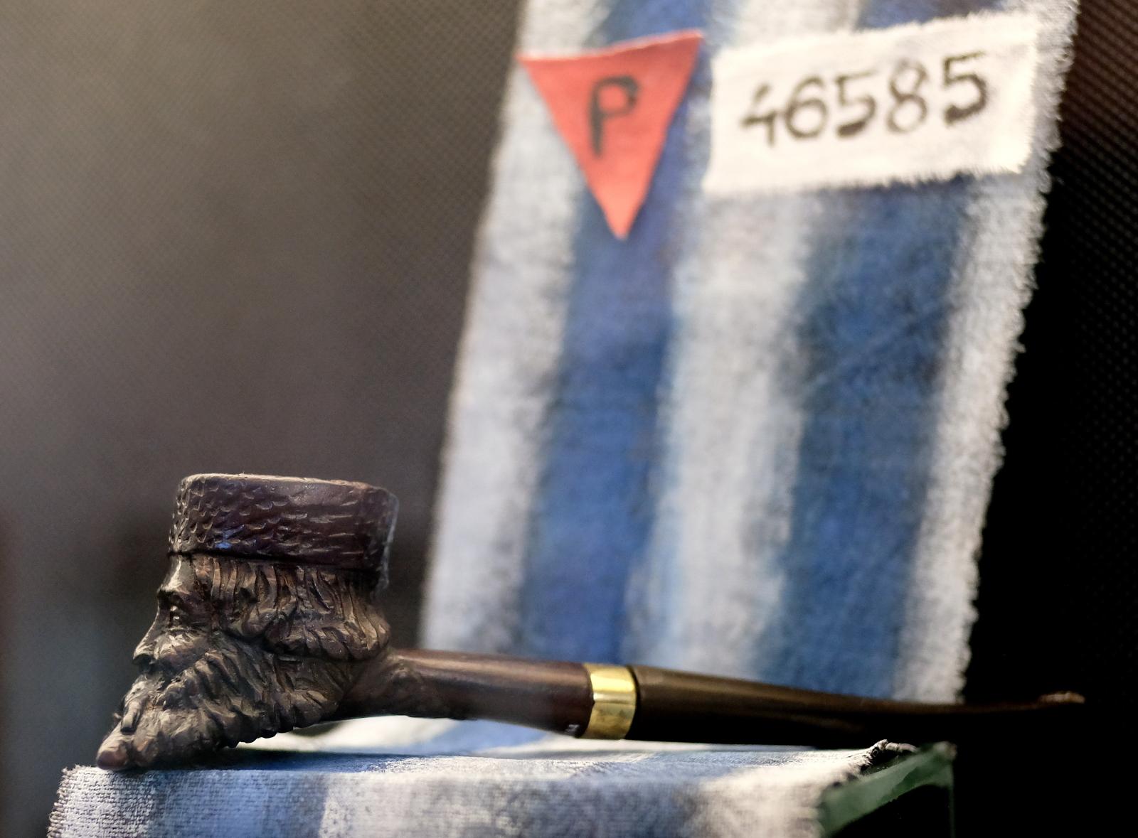 Eksponaty prezentowane na liczącej ok. 300 sztuk nowej wystawie fajek i cygarniczek w Muzeum Dzwonów i Fajek w Przemyślu.