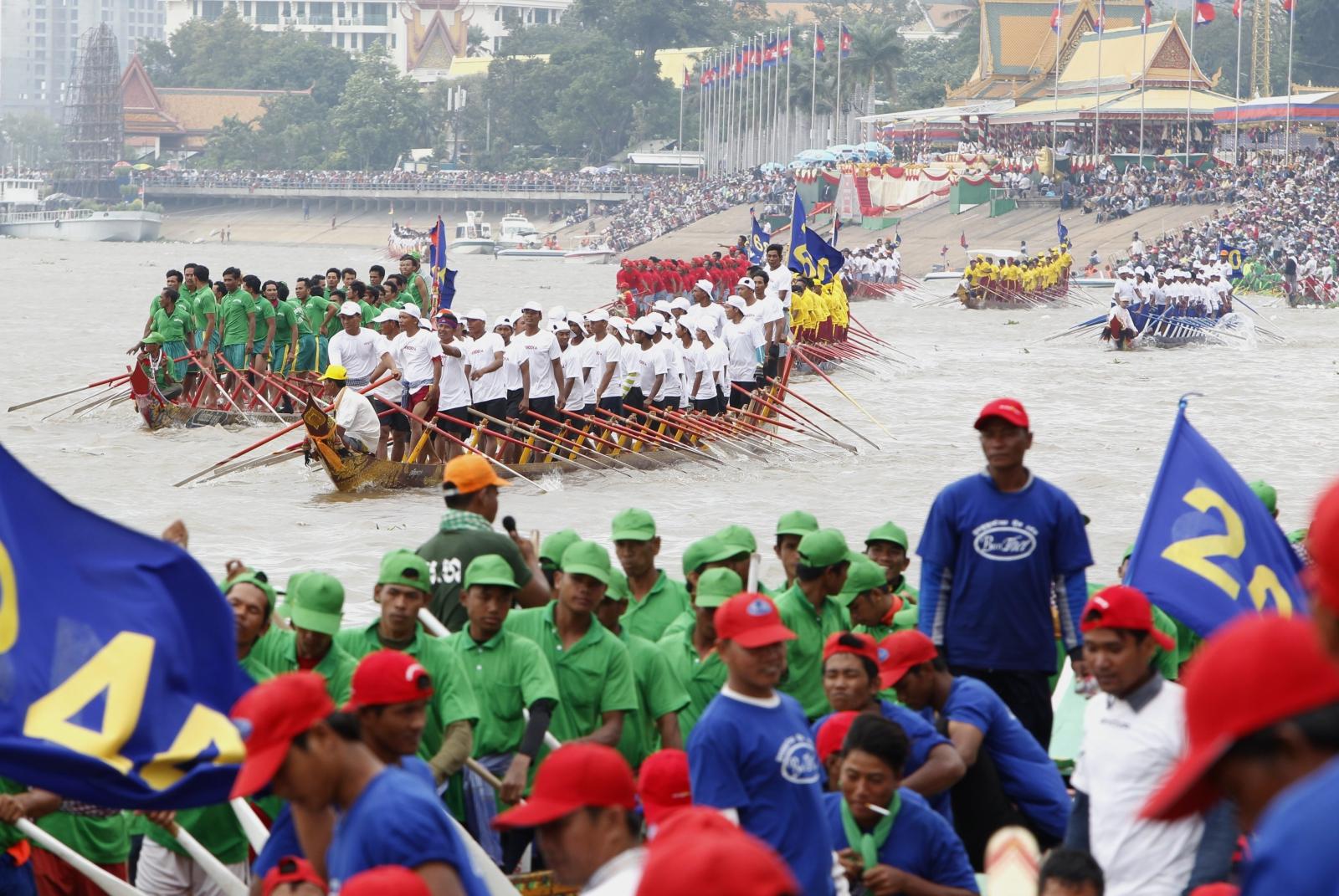 Kambodża, Festiwal Wody - wyścig łodzi  EPA/KITH SEREY
