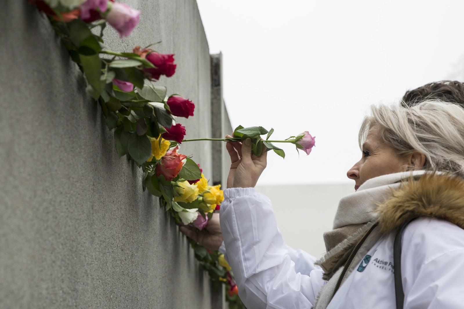 Upamiętnienie ofiar nazizmu na Murze Berlińskim, jest to także rocznica