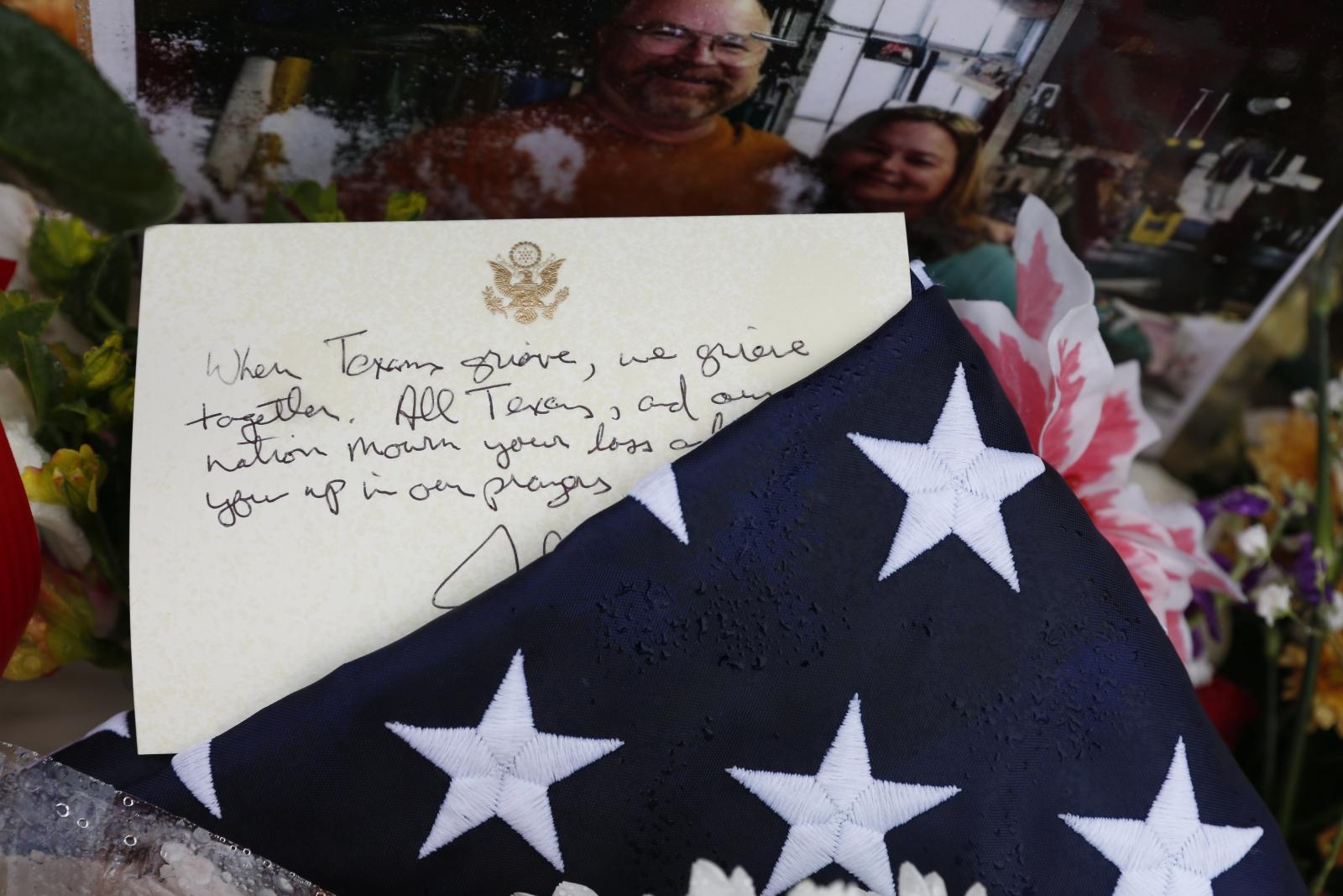 Upamiętnienie ofiar zeszłotygodniowej strzelaniny w kościele w Teksasie EPA/R. TOMAS GONZALEZ