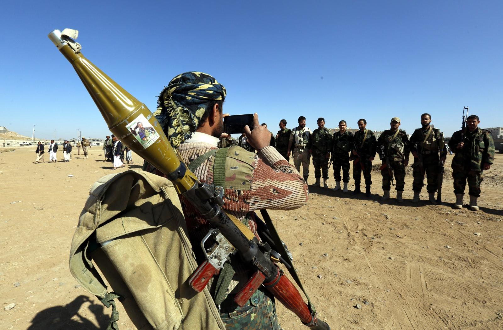 Rebelianci Huti werbują nowych członków w Sanie, Jemen.