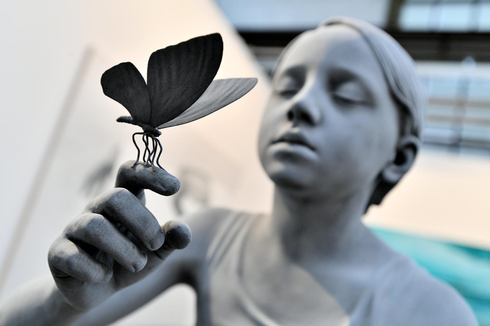 """Dzieło zatytułowane """"Tatiana (Butterfly)"""" wykonane przez Belga Hansa Op de Beecka wystawione w Duesseldorfie."""