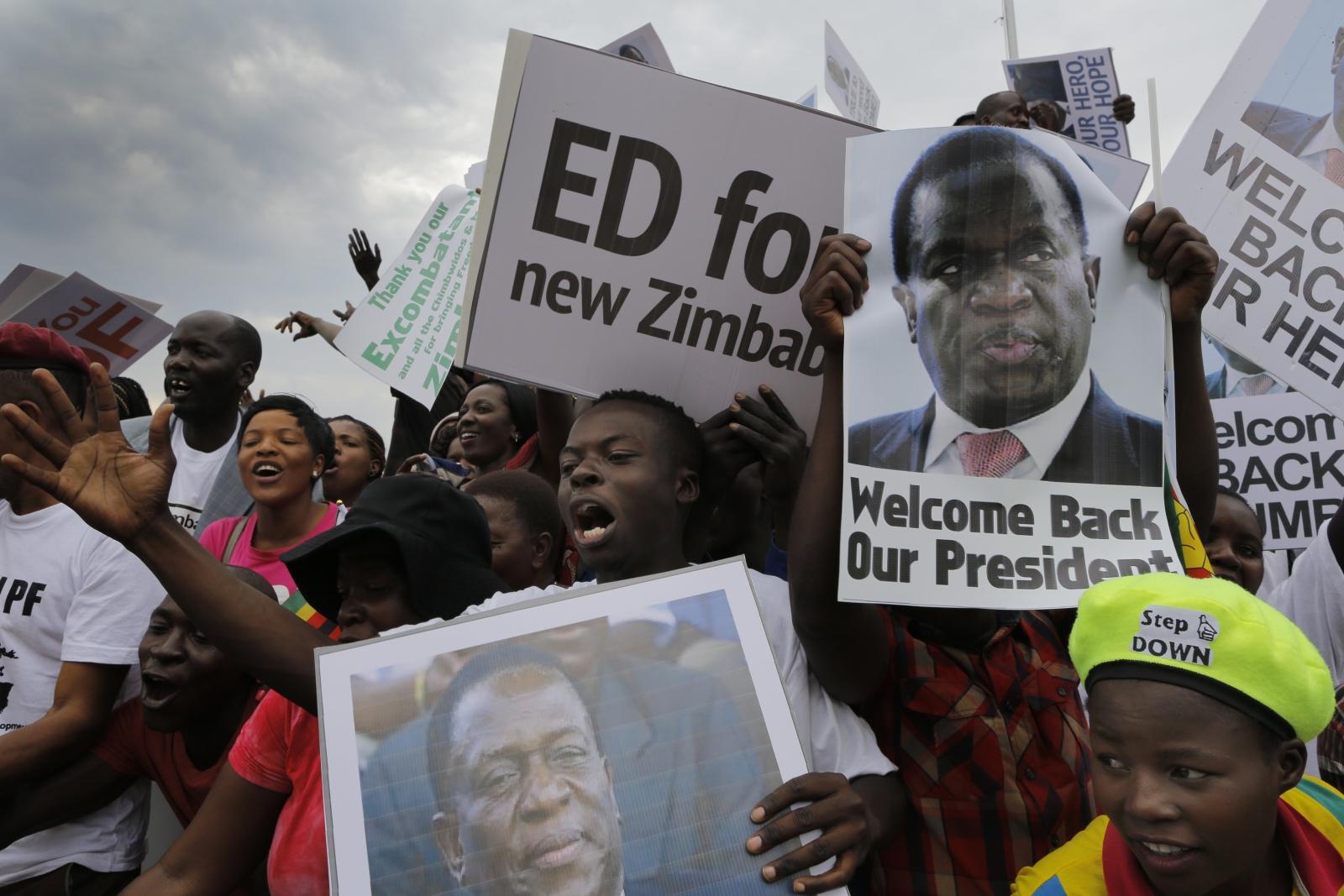 Zimbabwe. Reakcje na ustąpienie z urzędu obecnego prezydenta. fot. EPA/KIM LUDBROOK