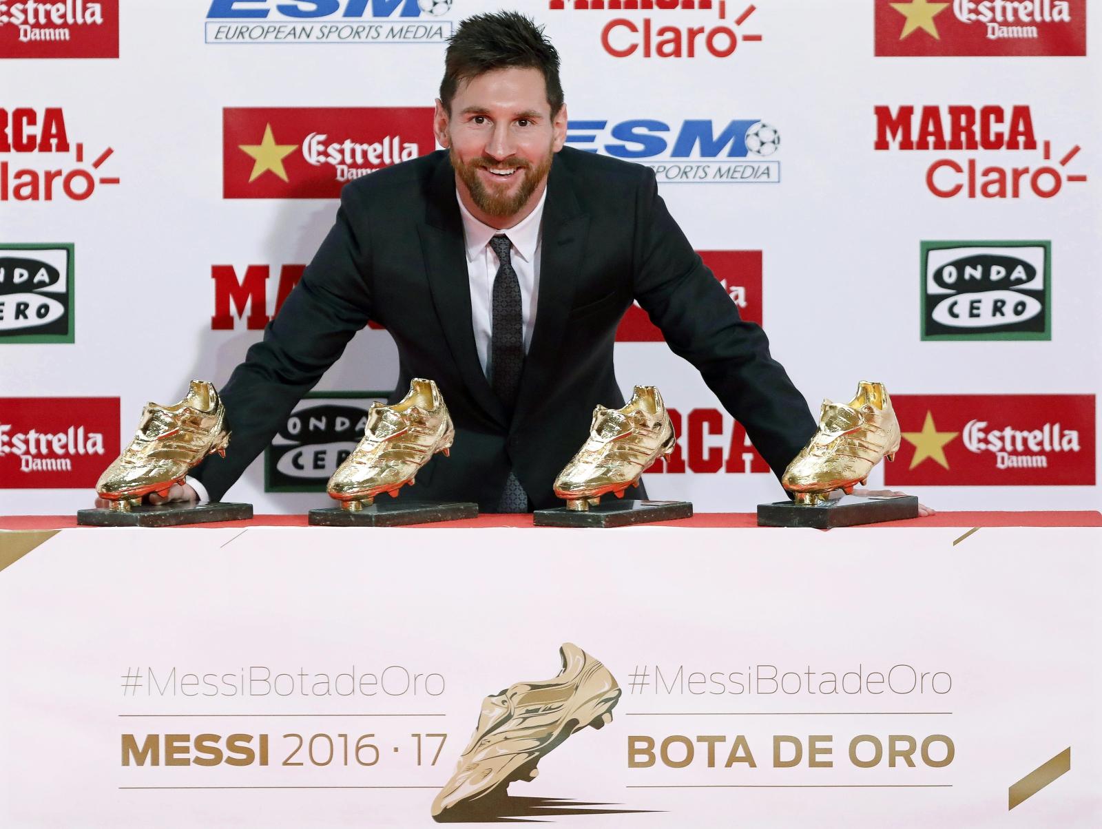 Leo Mesii po raz czwarty odbiera nagrodę Złotych Butów , Barcelona, Hiszpania.