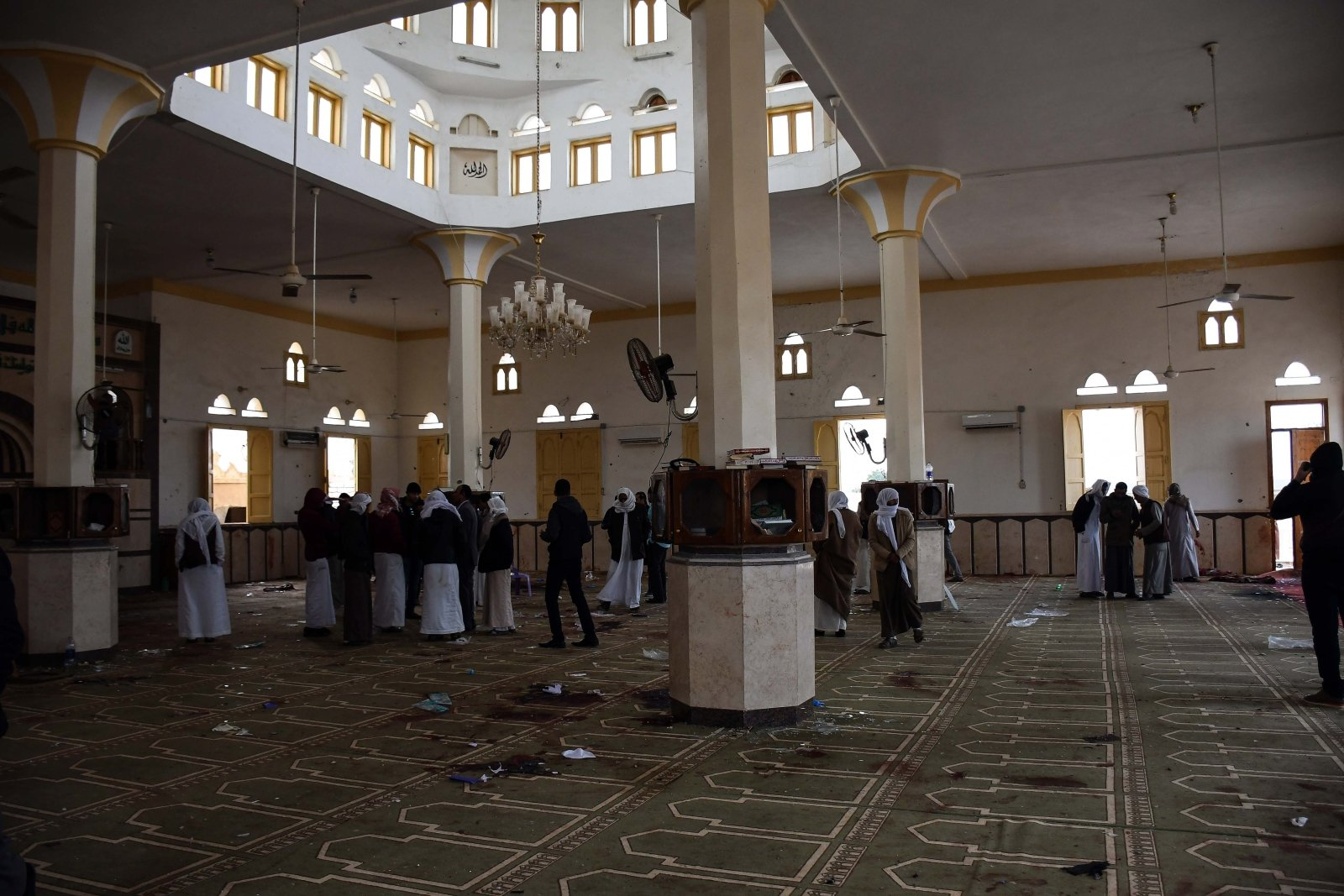 Meczet po zamachu w Egipcie EPA/AHMED HASSAN
