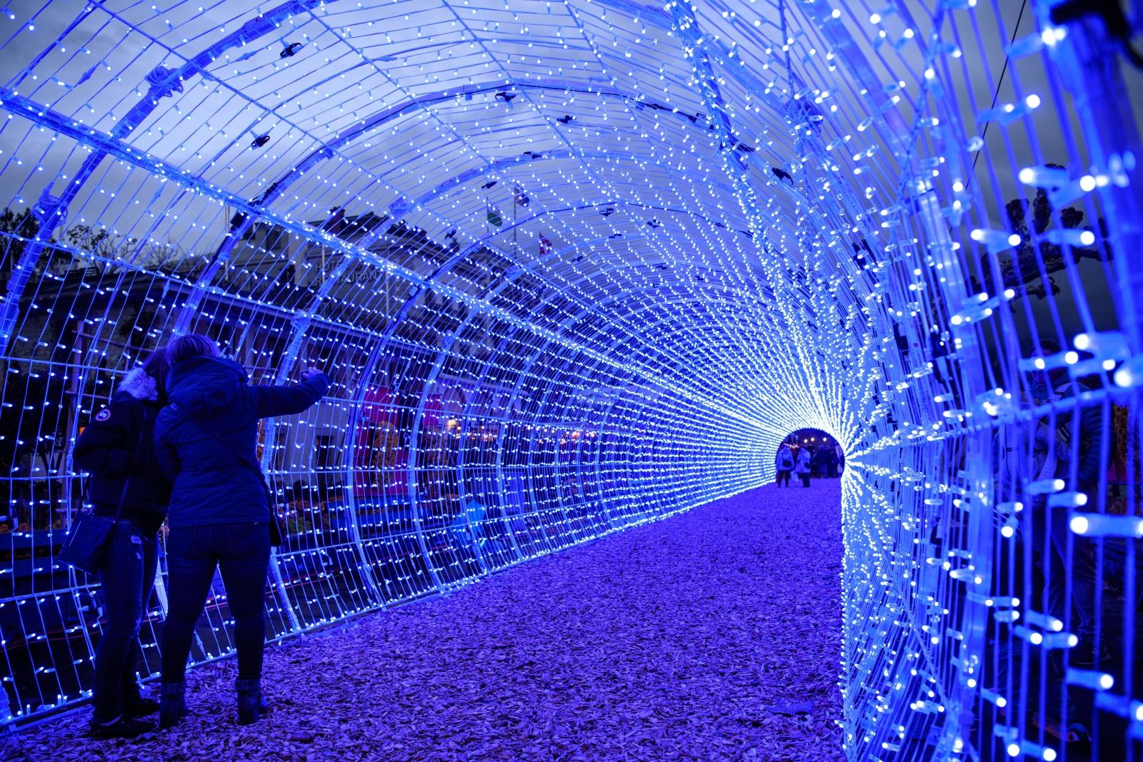 Najdłuższy tunel świetlny w Europie - Szwajcaria EPA/LAURENT GILLIERON