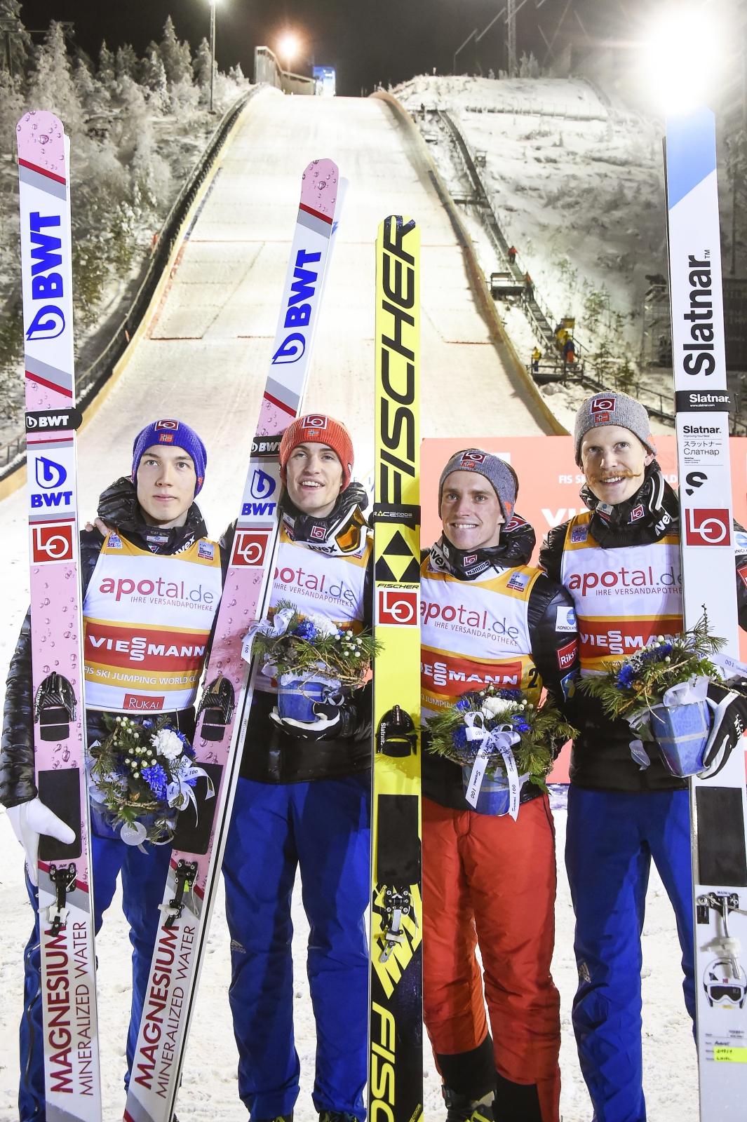 Norwegowie - zwycięzcy drużynowego konkursu Pucharu Świata w skokach narciarskich EPA/MARKKU OJALA