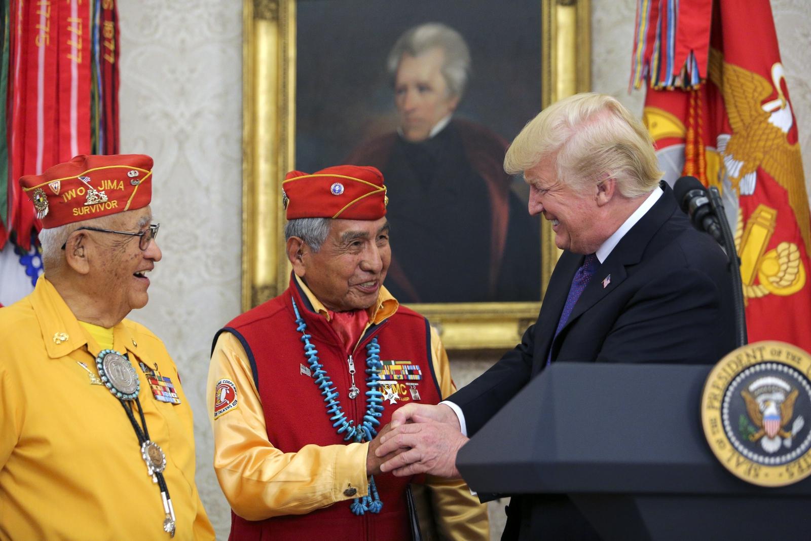 Prezydent USA Donald Trump spotyka się z rodzimymi amerykanami. Waszyngton, USA.