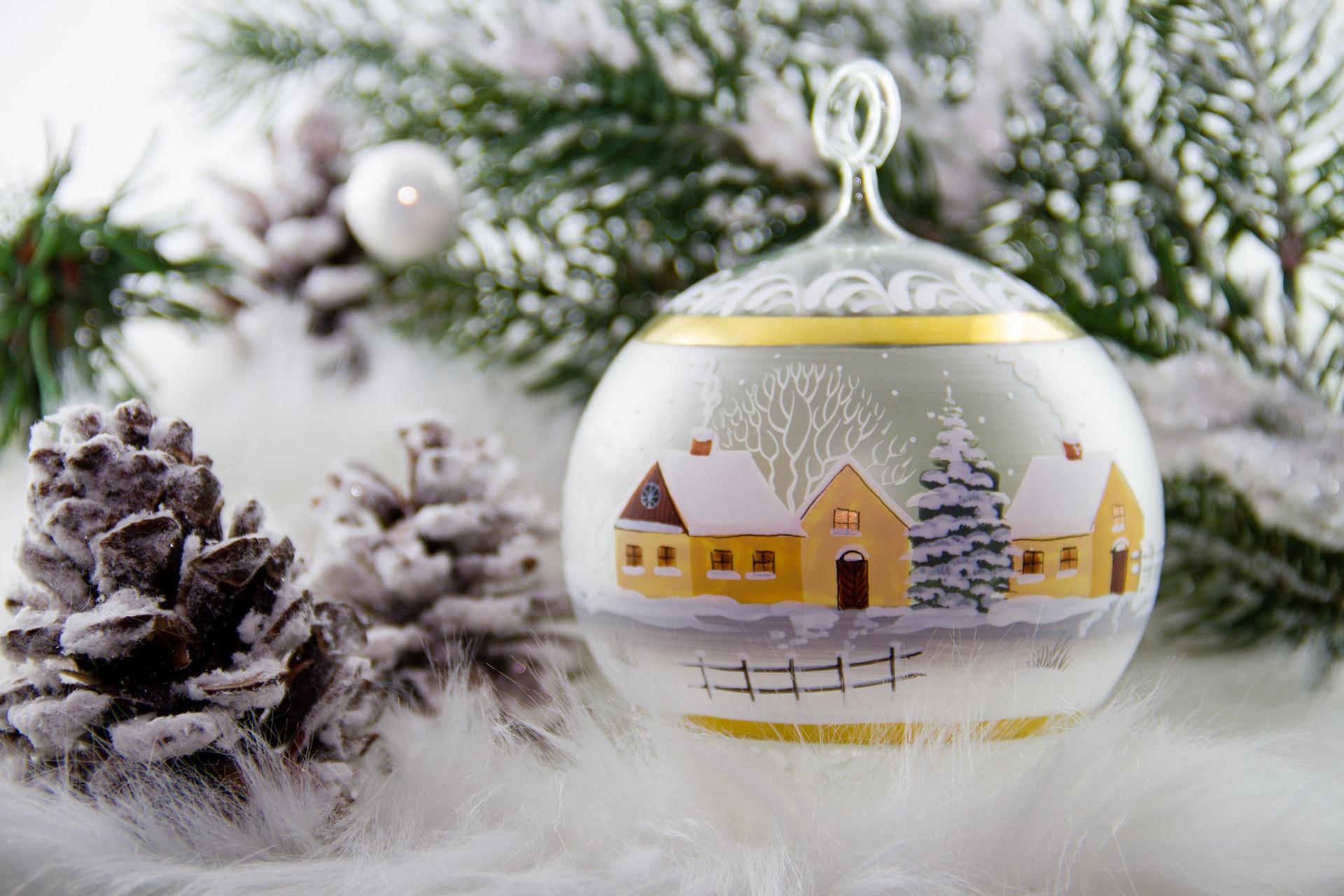 <p>Świąteczna dekoracja była i jest źródłem radości, przynosi satysfakcję gospodyni, jest wyrazem jej staranności i umiejętności. Liczni w okresie świątecznym goście mogą ocenić zalety gospodyni, podziwiając piękne wnętrze. Ona sama czuje się dumna, widząc swój dom piękniejszy niż inne - tak pisała pani Ogrodowska w książce