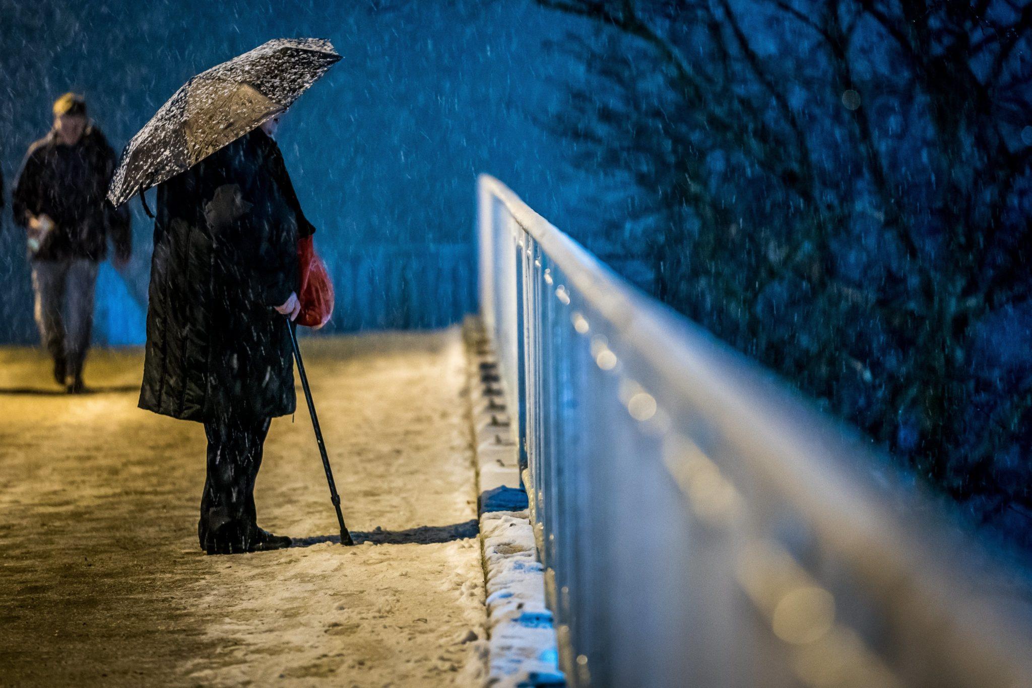 Niemcy: Mocne opady śniegu w Hamburgu, fot: Srdjan Suki, PAP/EPA