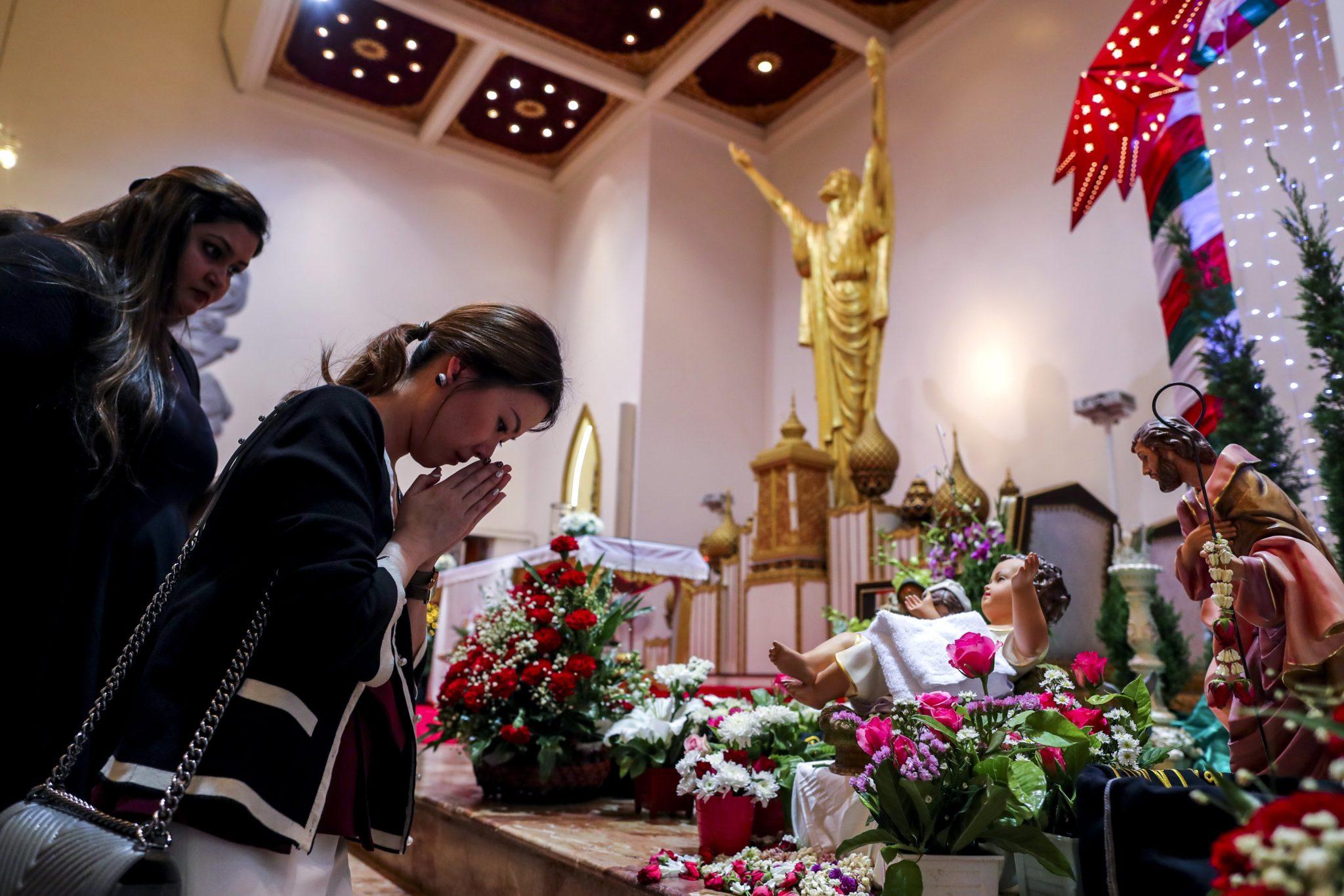 Tajlandia: katolicy na bożonarodzeniowym nabożeństwie, fot: Fot: Diego Azubel, PAP/EPA
