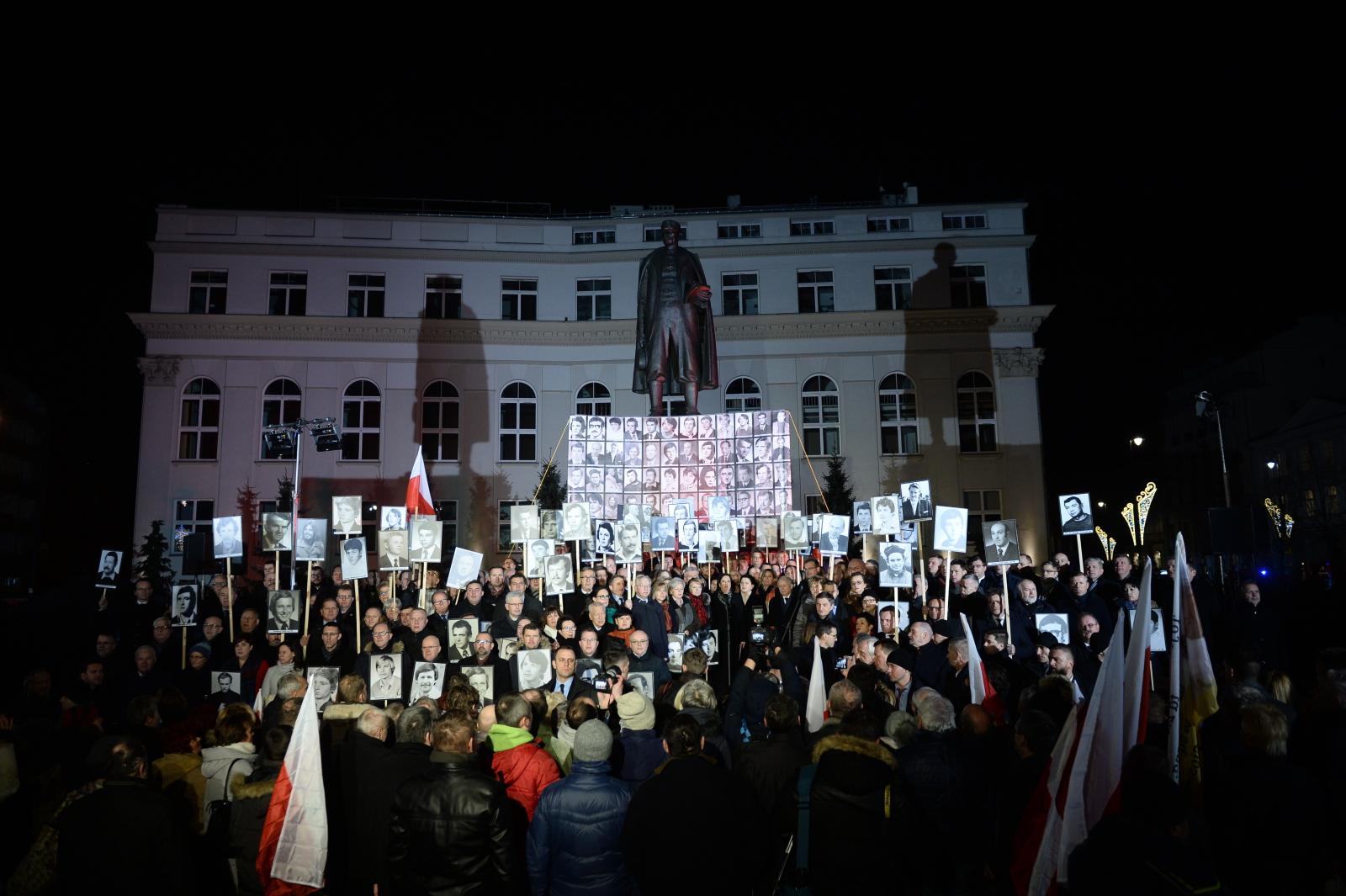 Obchody 36. rocznicy wprowadzenia stanu wojennego, przy pomniku Wincentego Witosa na placu Trzech Krzyży w Warszawie, fot. PAP/Jacek Turczyk
