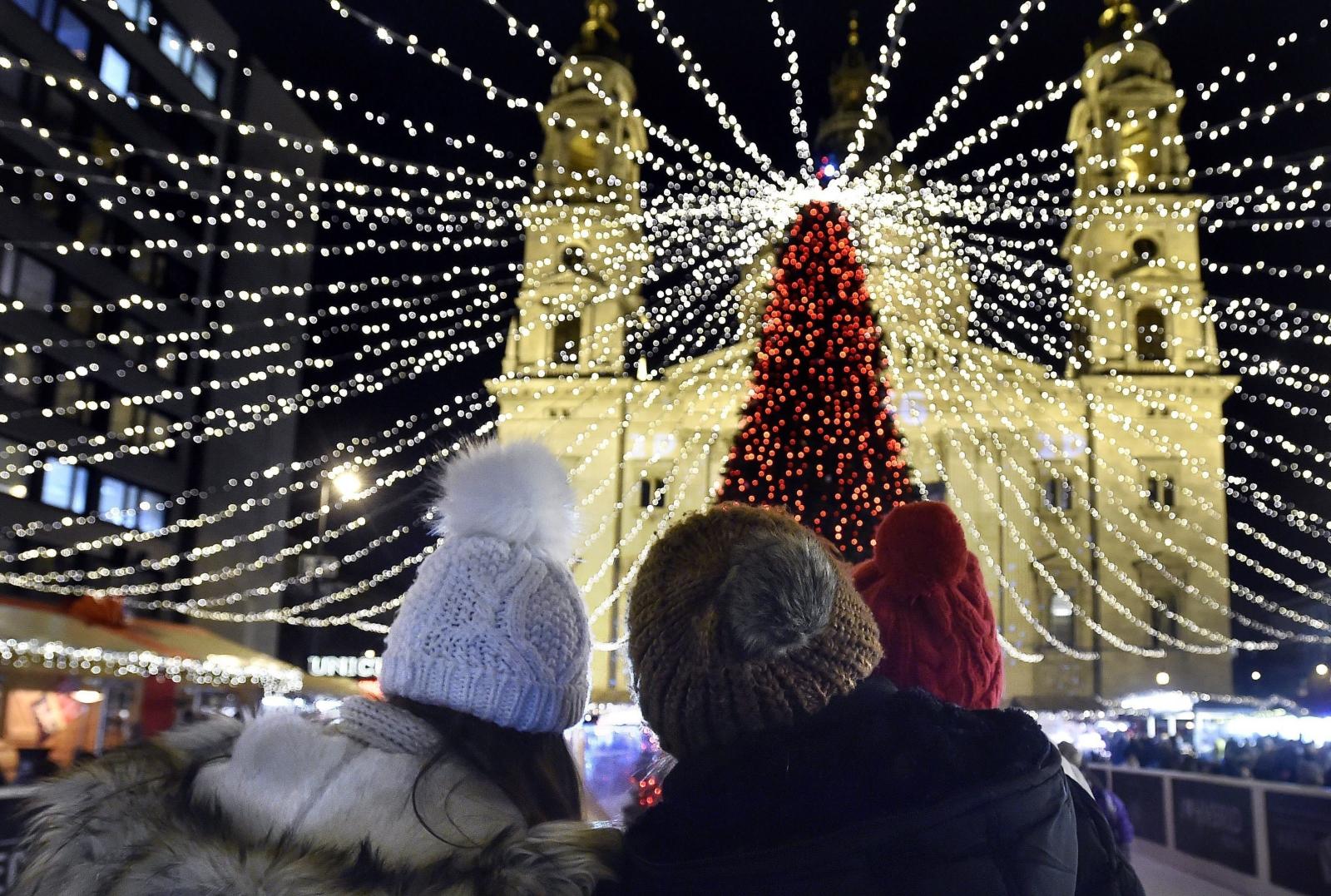 Świąteczne dekoracje w Budapeszcie. fot. EPA/ZOLTAN MATHE