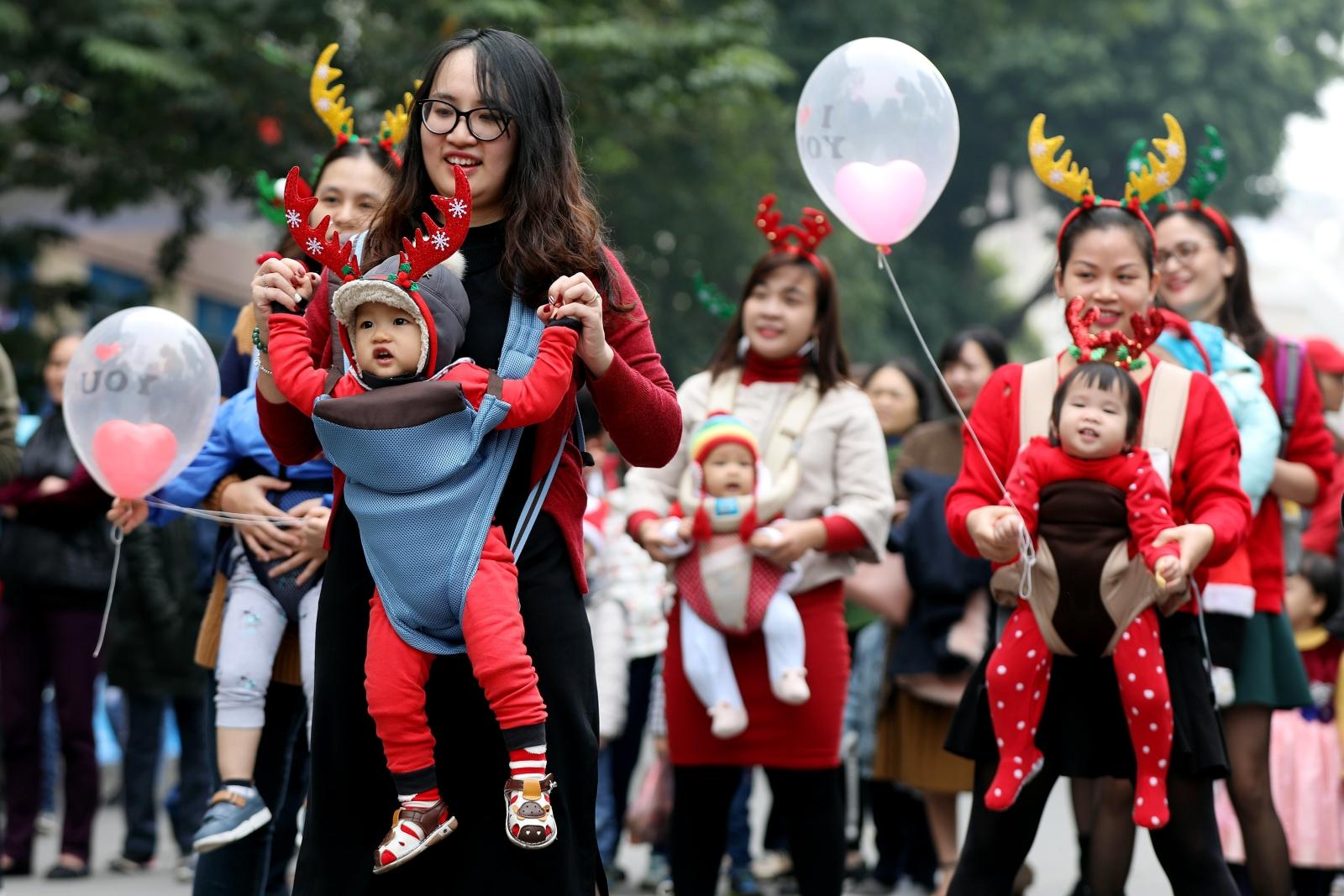 Celebrowanie świąt Bożego Narodzenia w Wietnamie. fot. EPA/LUONG THAI LINH