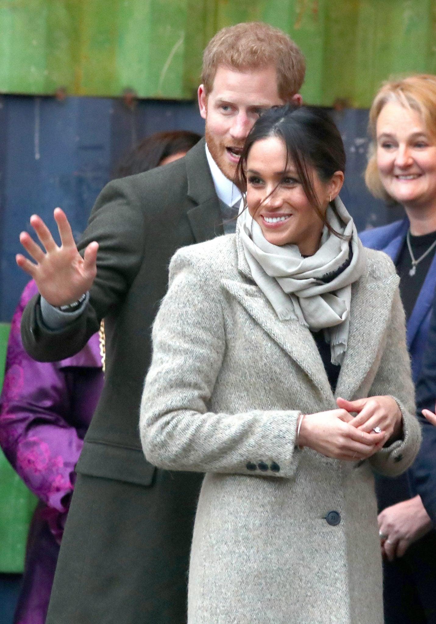 Londyn: królewska para 2018 roku odwiedziła Brixton. Książę Harry i Meghan Markle odwiedzili stację radiową. Była to ich druga wspólna oficjalna wizyta, fot: Neil Hall, PAP/EPA
