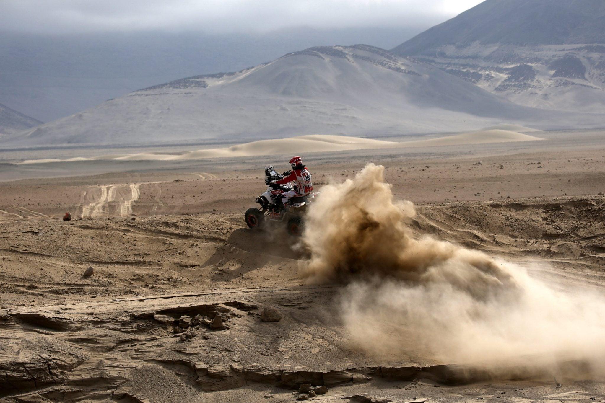 To już czwarty etap tegorocznego rajdu Dakar. Zawodnicy pokonują tym razem peruwiańskie bezdroża położone w okolicy San Juan de Marcona. fot: David Fernández, PAP/EPA.